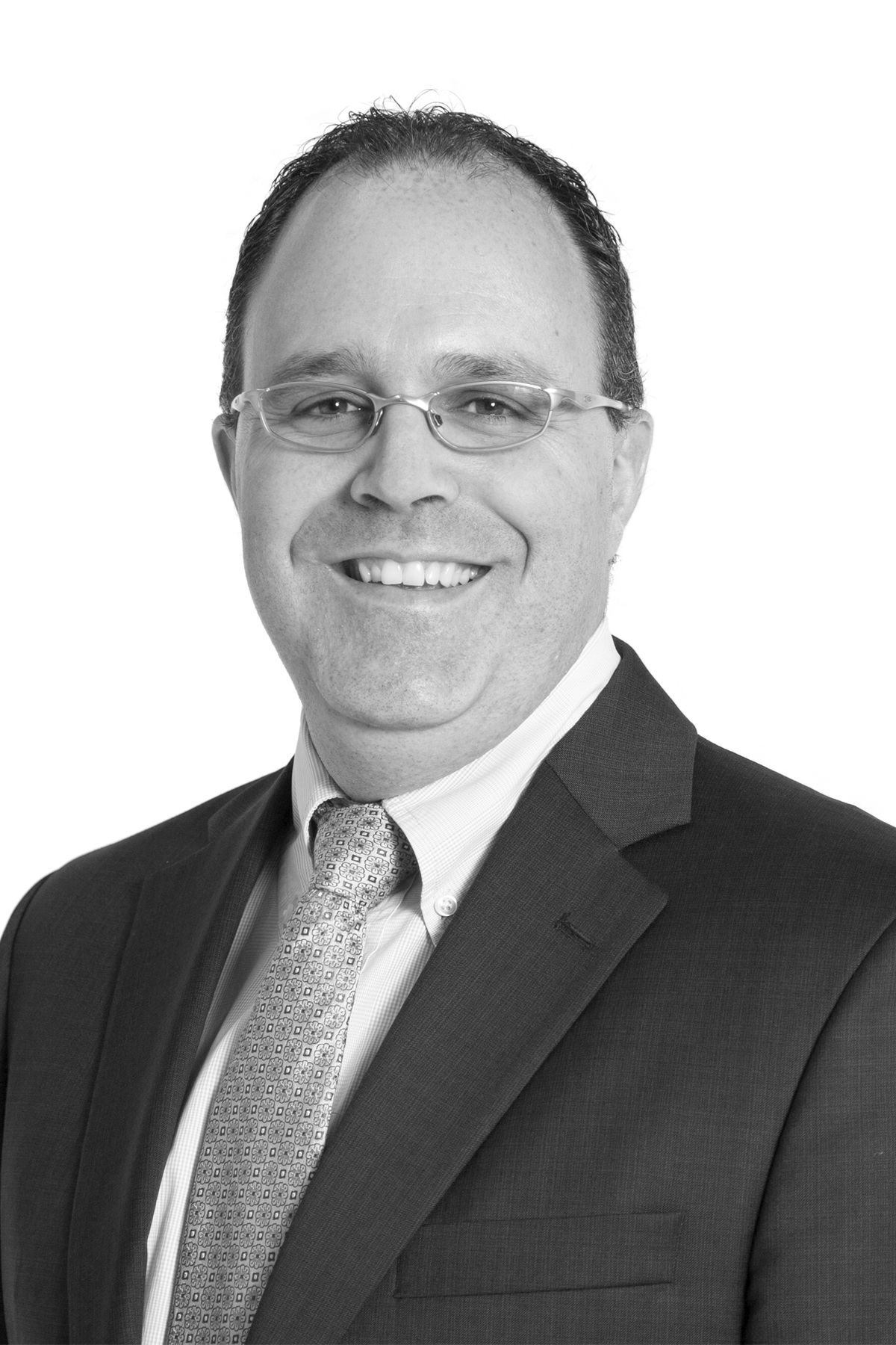 François Gingras Ing. MBA - Détenteur d'un MBA et d'un BAC en génie électrique de l'Université Laval, François Gingras a commencé sa carrière dans les hautes technologies en tant qu'ingénieur chez Nortel Networks. Par la suite, il a œuvré durant plusieurs années dans le domaine alimentaire pour le Groupe Biscuits Leclerc à titre de chargé de projet, mais principalement en tant que directeur de l'ingénierie entre 2005 et 2015, lui permettant ainsi de renforcer son expérience professionnelle dans la planification et la gestion de ressources matérielles, financières et humaines.Au cours de son cheminement professionnel, François Gingras a su développer ses compétences de gestionnaire, entre autres, par la réalisation d'implantations et d'agrandissements d'usine, par l'élaboration et la mise en place d'orientations technologiques et stratégiques d'entreprise ainsi que par la planification, la conception et la gestion financière de projets majeurs d'investissement, et ce, tant au Québec, en Ontario qu'aux États-Unis. Ses réalisations lui ont également permis de développer son leadership et sa capacité de mobilisation de ses ressources.Puisqu'au fil des années il a habité dans différentes provinces du Canada et aux États-Unis, il a une bonne connaissance des marchés canadiens et américains et est en mesure de comprendre la réalité culturelle et économique de ces marchés. Il a également acquis une expertise en négociation et achat d'équipements avec des fournisseurs internationaux.M. Gingras a rejoint les rangs du Centre de recherche industrielle du Québec en août 2015 à titre de directeur de la direction Équipements industriels et Productivité.