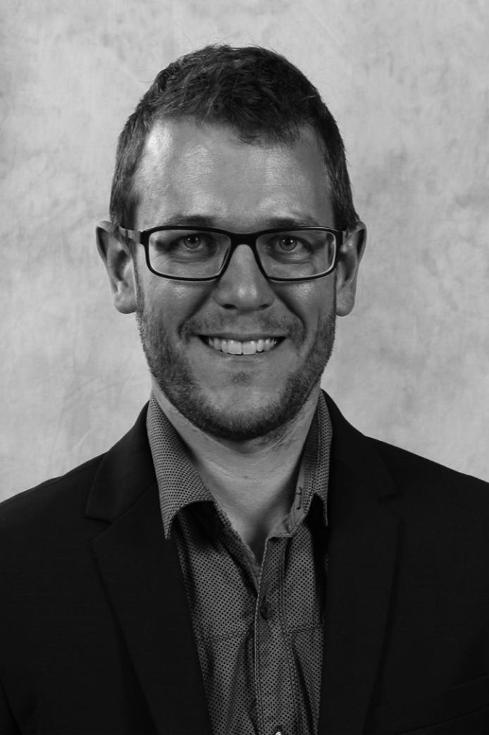 David Levasseur Ing. Ph. D. - Chargé de projets - R & D, Centre de métallurgie du Québec (CMQ)David Levasseur a obtenu son baccalauréat et sa maîtrise de l'Université Laval en génie de la métallurgie et des matériaux, ainsi que son doctorat de l'Université McGill en Science des matériaux. Il est chercheur au Centre de métallurgie du Québec œuvrant dans le domaine de la transformation métallique et du développement de procédés. Le cœur de son travail porte sur le développement d'alliages en moulage sous pression, l'optimisation d'outillage de fonderie et l'ingénierie de surface. La conférence portera sur les revêtements de moules permanents produits par projection thermique et leurs caractéristiques telles que le transfert thermique et le fini de surface obtenu avec ces revêtements.