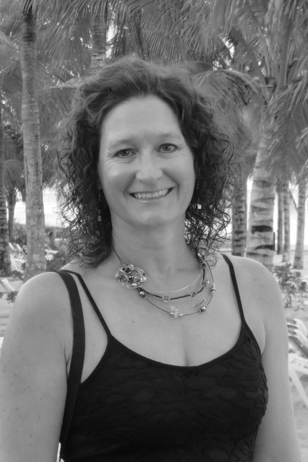 Valérie Poulin - Account Manager chez Foseco, Division fonderie de VesuviusDiplômée en génie des matériaux et de la métallurgie de l'université Laval en 1996, Mme Poulin s'est spécialisée dans le domaine de la fonderie notamment chez Fonderie Thetford, Métallurgie Castech et Fonderie Industrielle Laforo (maintenant Soucy Belgen Sainte-Claire). En 2010, elle a joint Foseco, une division de Vesuvius, à titre de représentante technique où elle assiste ses clients à l'optimisation des procédés et des procédures. La conférence portera sur les avantages d'un système de contrôle automatisé pour les peintures réfractaires utilisées pour des moules au sable et les moyens d'améliorer les paramètres de mélange et d'application.