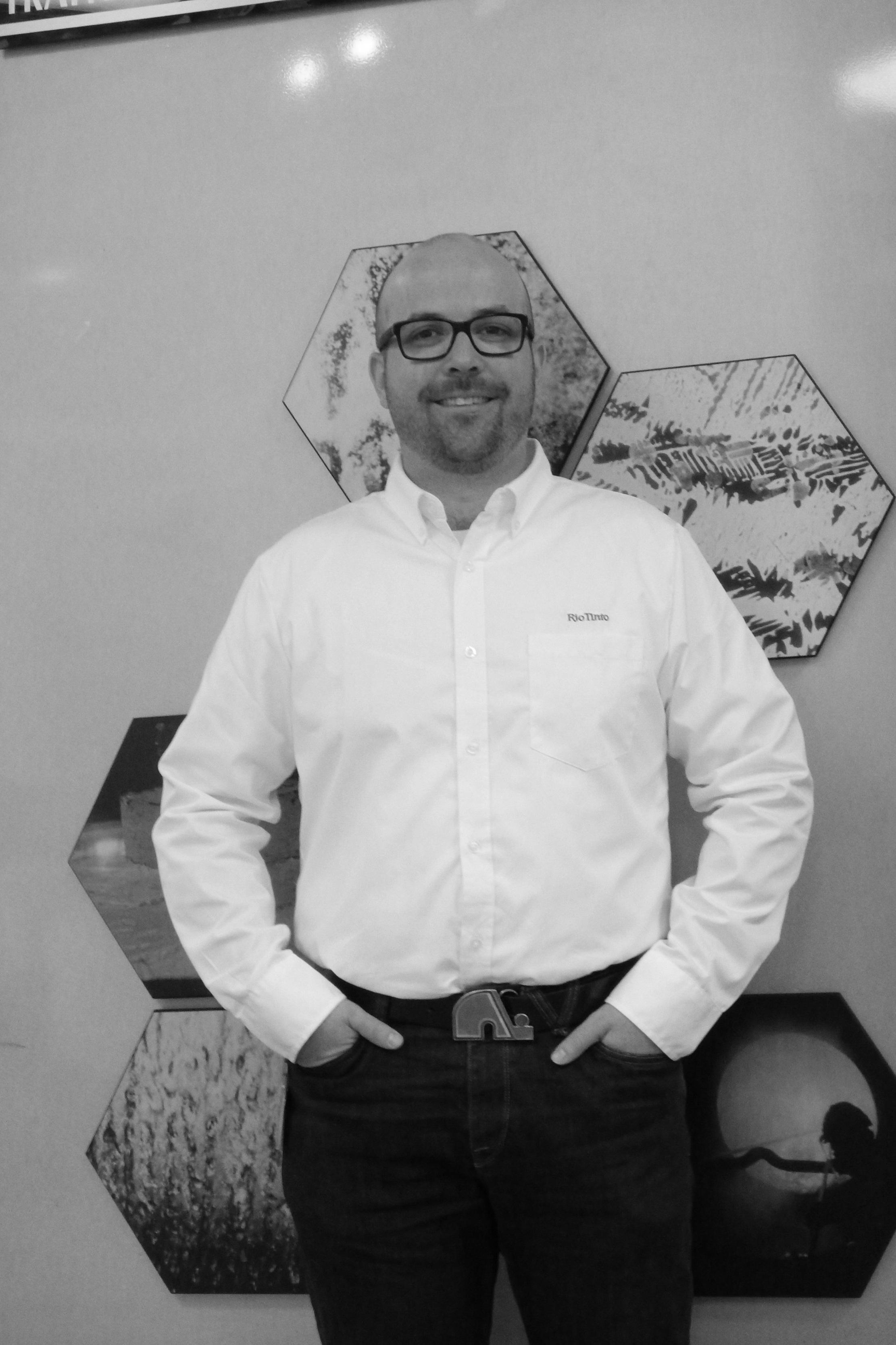 Francis Breton Ing. - Conseiller principal – Coulée, Centre de recherche et de développement Arvida, Rio TintoDiplômé du baccalauréat en métallurgie de l'université Laval en 2008, M Breton a joint l'usine Beauharnois de Rio Tinto à titre d'ingénieur de procédé spécialisé dans les alliages de fonderie en 2008. M Breton s'est ensuite spécialisé à partir de 2011 au CRDA en traitement de métal liquide (dégazage, filtration, propreté inclusionnaire) puis en produit de fonderie. Il effectue présentement le développement d'alliages ainsi que le support technique aux clients de Rio Tinto. La conférence portera sur un nouvel alliage de fonderie développé au CRDA. Ce nouvel alliage améliore les propriétés mécaniques vs le A356 et le 357. Un exemple industriel sera présenté où le poids d'une roue automobile fut réduit de 7% tout en respectant tous les critères de performance et de sécurité.