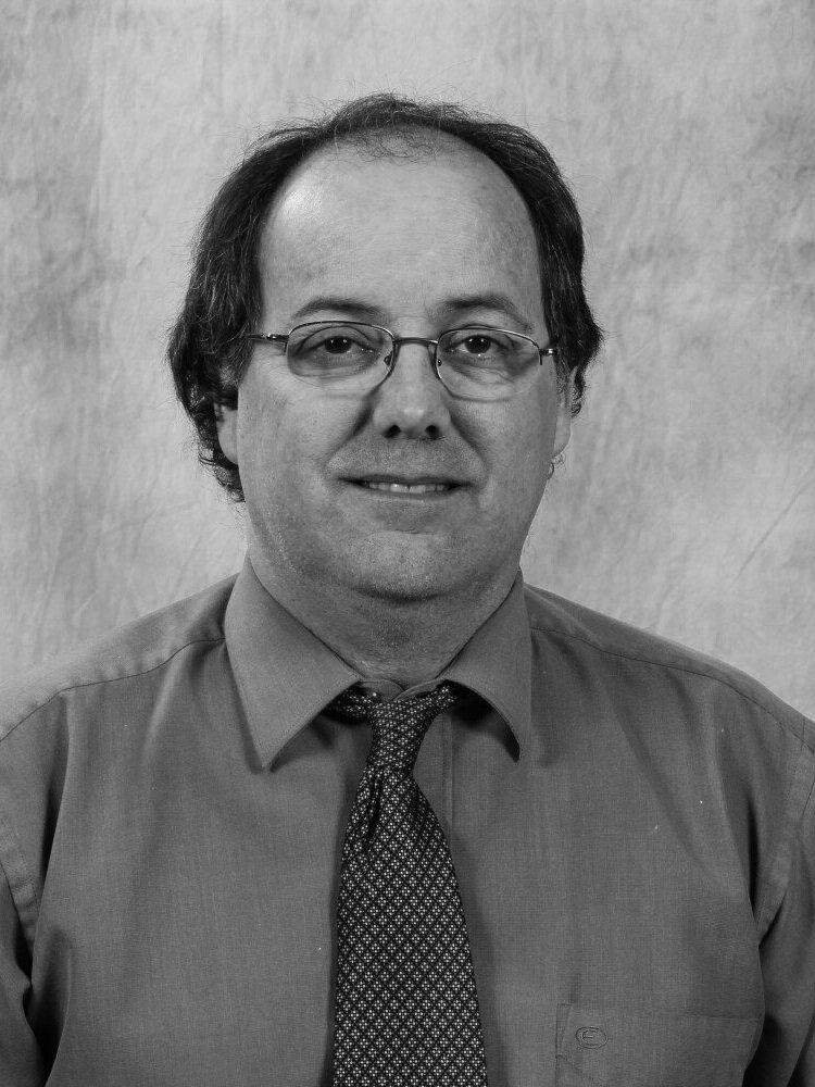 Guy Morin Ing. - Chargé de projets au Centre de métallurgie du QuébecDiplômé du baccalauréat en génie métallurgique à l'université Laval en 1986, M. Morin s'est spécialisé en traitement du métal fondu et en fonderie. Il a joint le CMQ en 1998 où il a réalisé plusieurs mandats pour divers clients. La conférence portera sur les conditions permettant de rencontrer les requis des normes ASTM de l'essai Charpy pour le grade LCC développé avec Fluoroseal. Cet alliage est destiné aux valves et raccords utilisés à basse température. Le sujet des essais Charpy sur la fonte ductile sera aussi abordé.