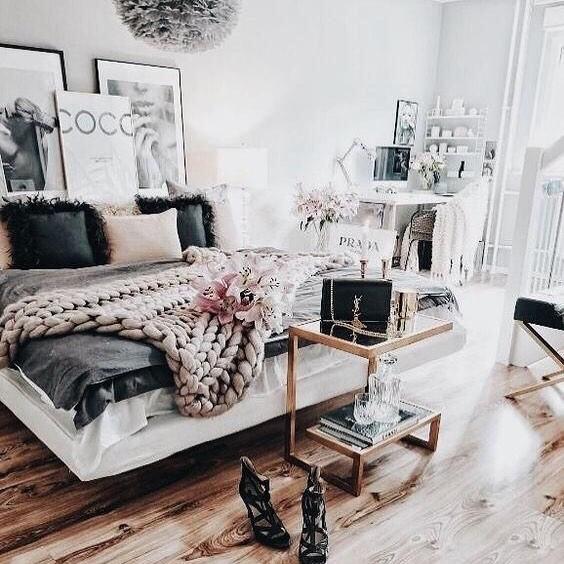 Bedroom goals AF 🙌🏻🌸 #sugarlipsxme