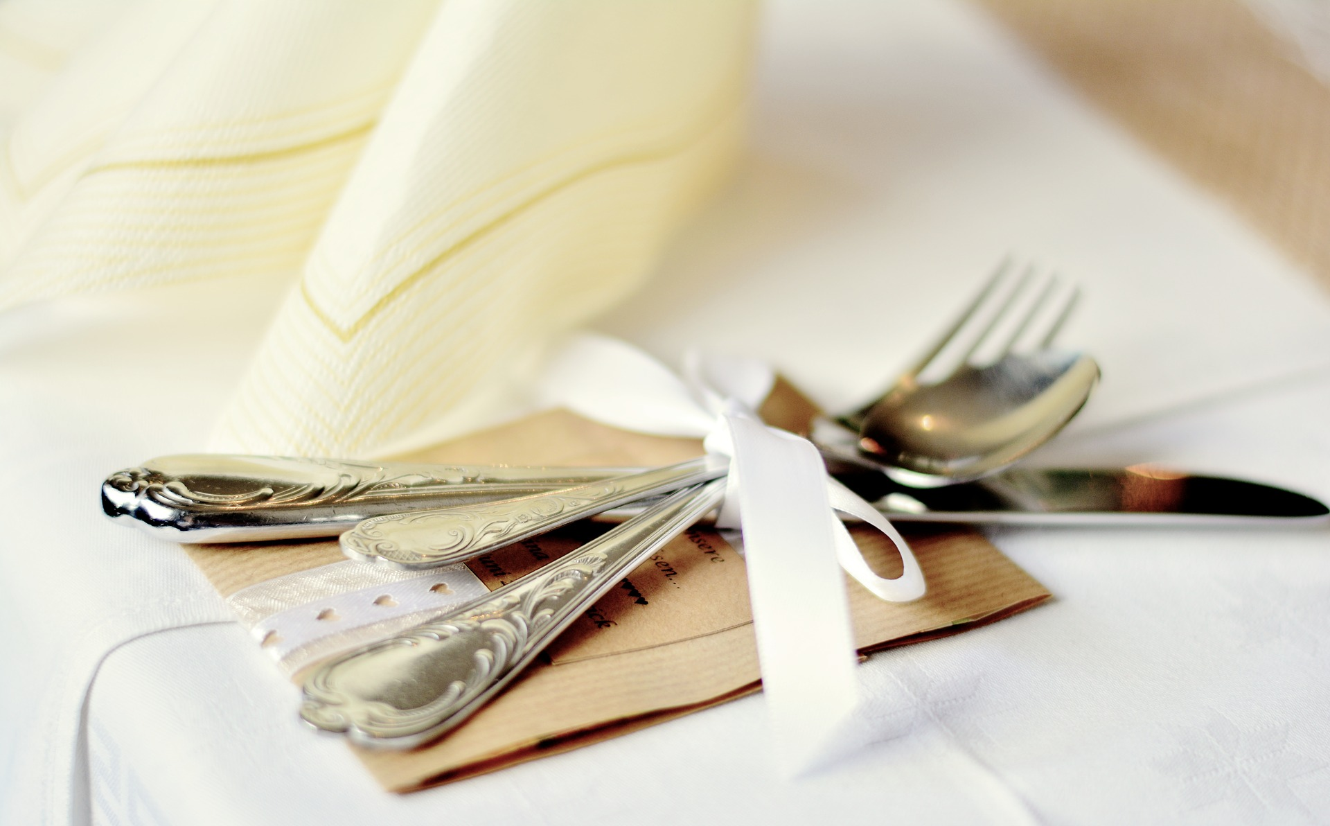 cutlery-2438718_1920.jpg