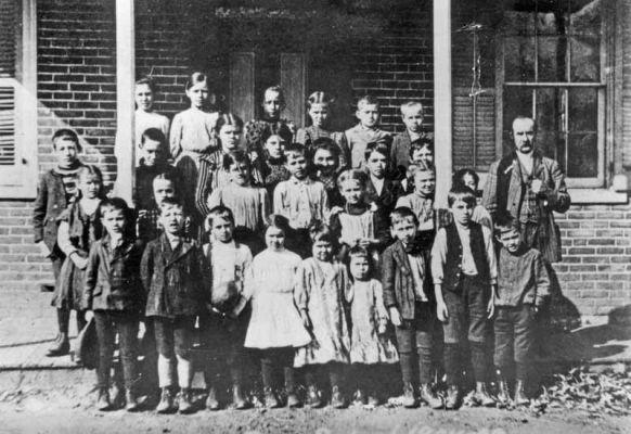 Deep Run Community School picture, 1908/1909. Brick Schoolhouse