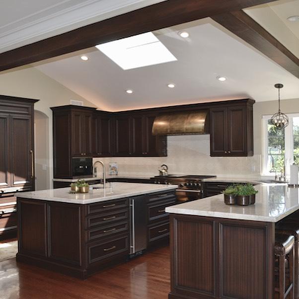 Great Room Remodel 🤩Swipe to see the before #kitchenremodel #kitchendesign #copperhood #greatroom #lacanadainteriordesigner #quartzitecountertops