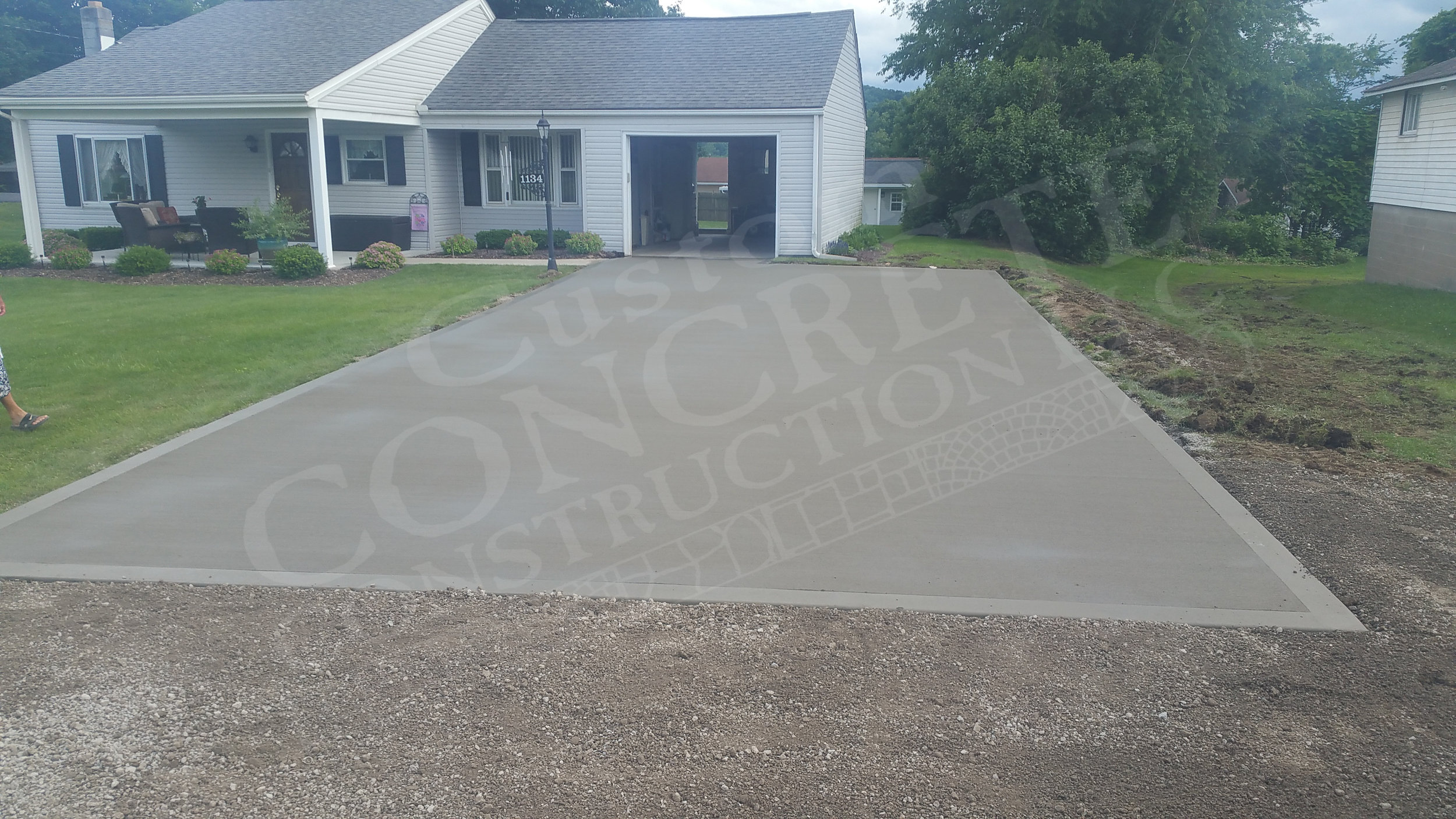 Driveway: standard brushed interior with picture framing