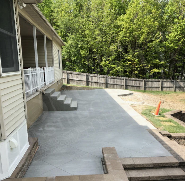 Patio: standard brushed interior with diamond-shaped saw cuts and steps