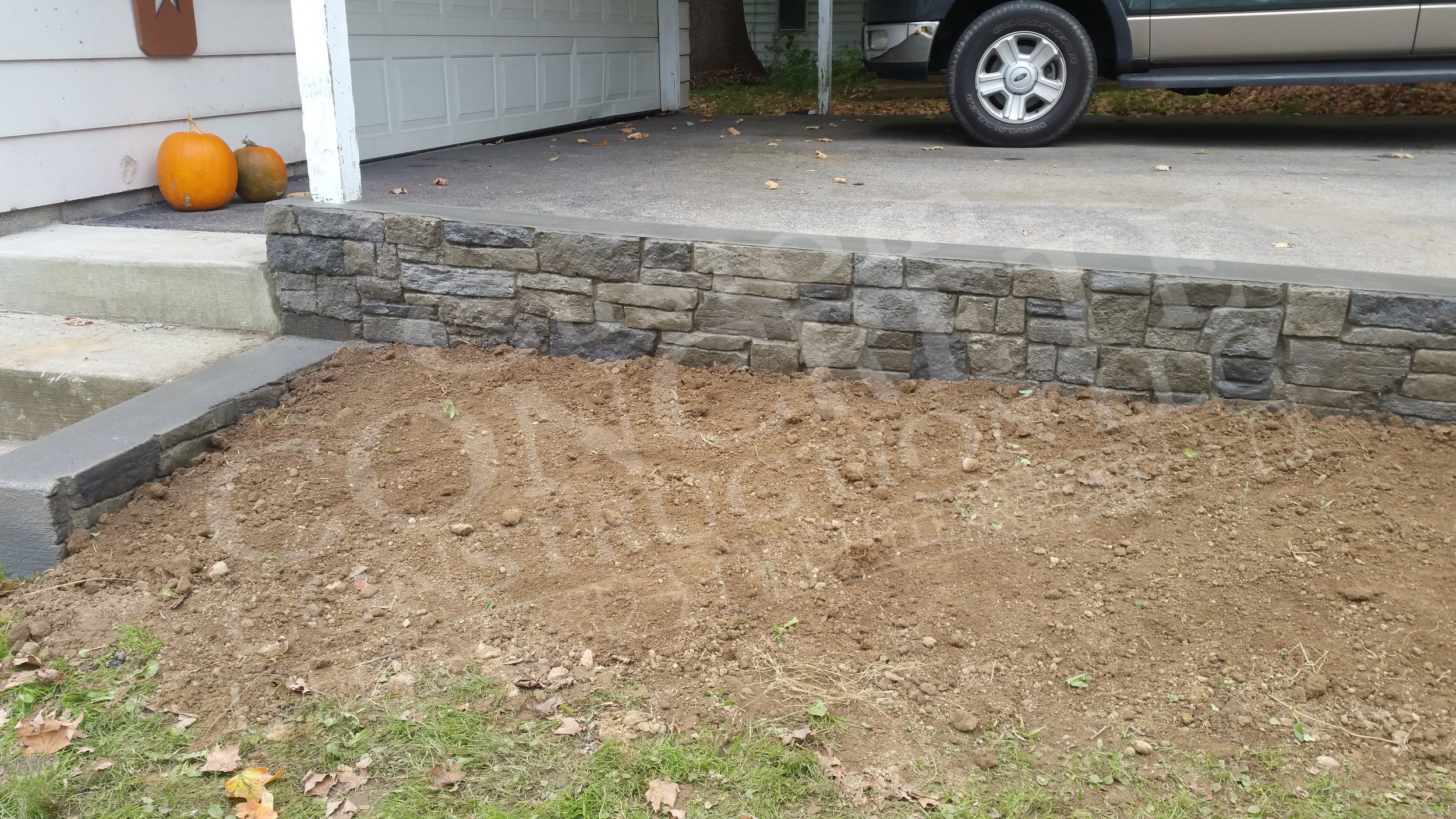 rock patterned stamped concrete driveway curb