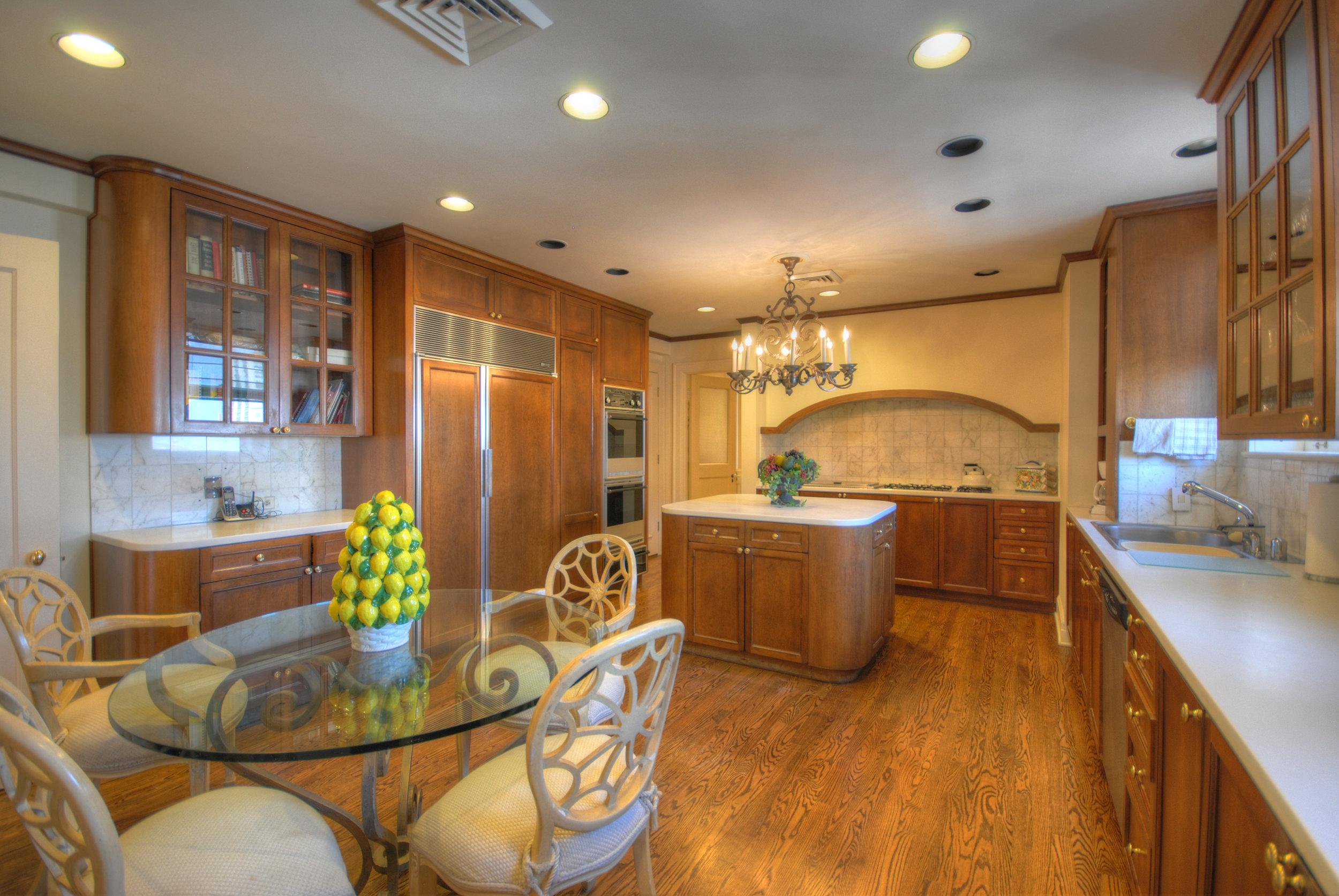 16. Kitchen.jpg