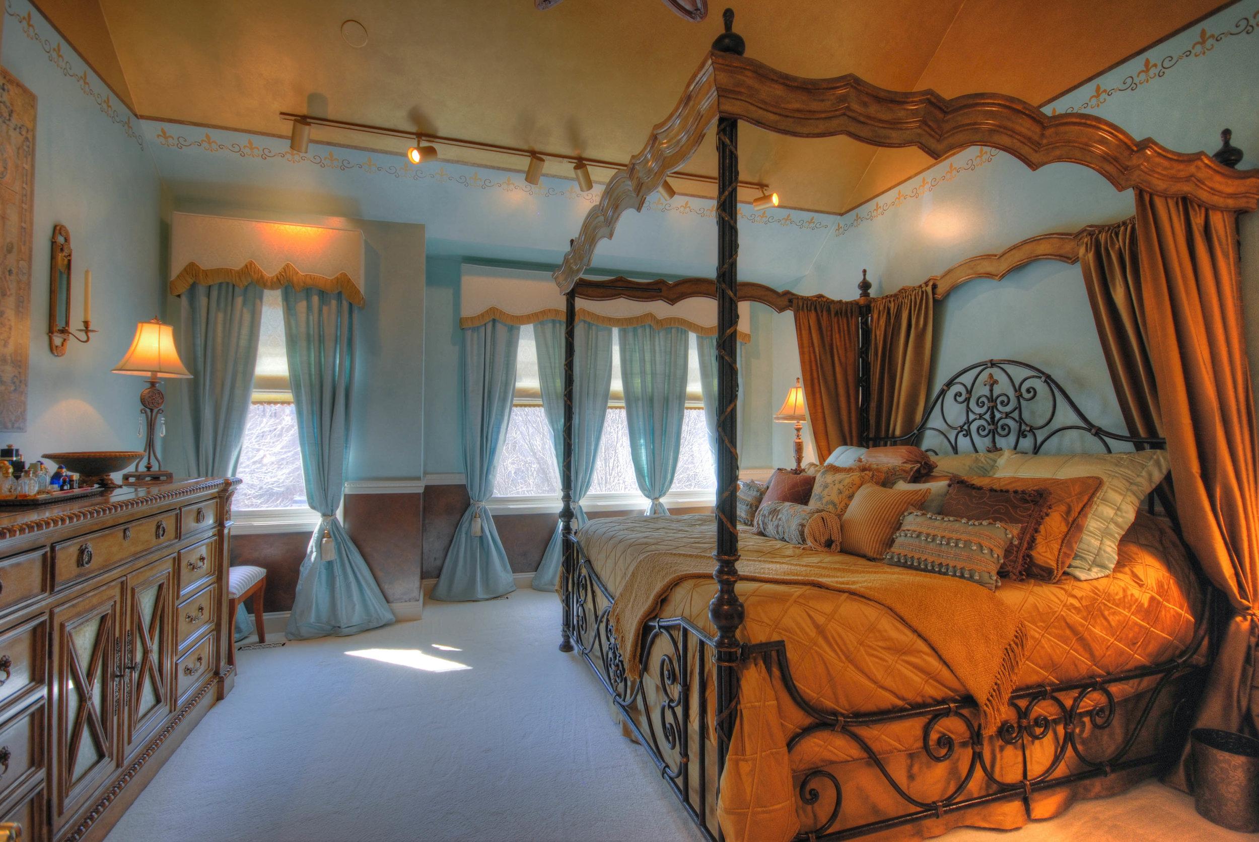 9. Master Bedroom.jpg