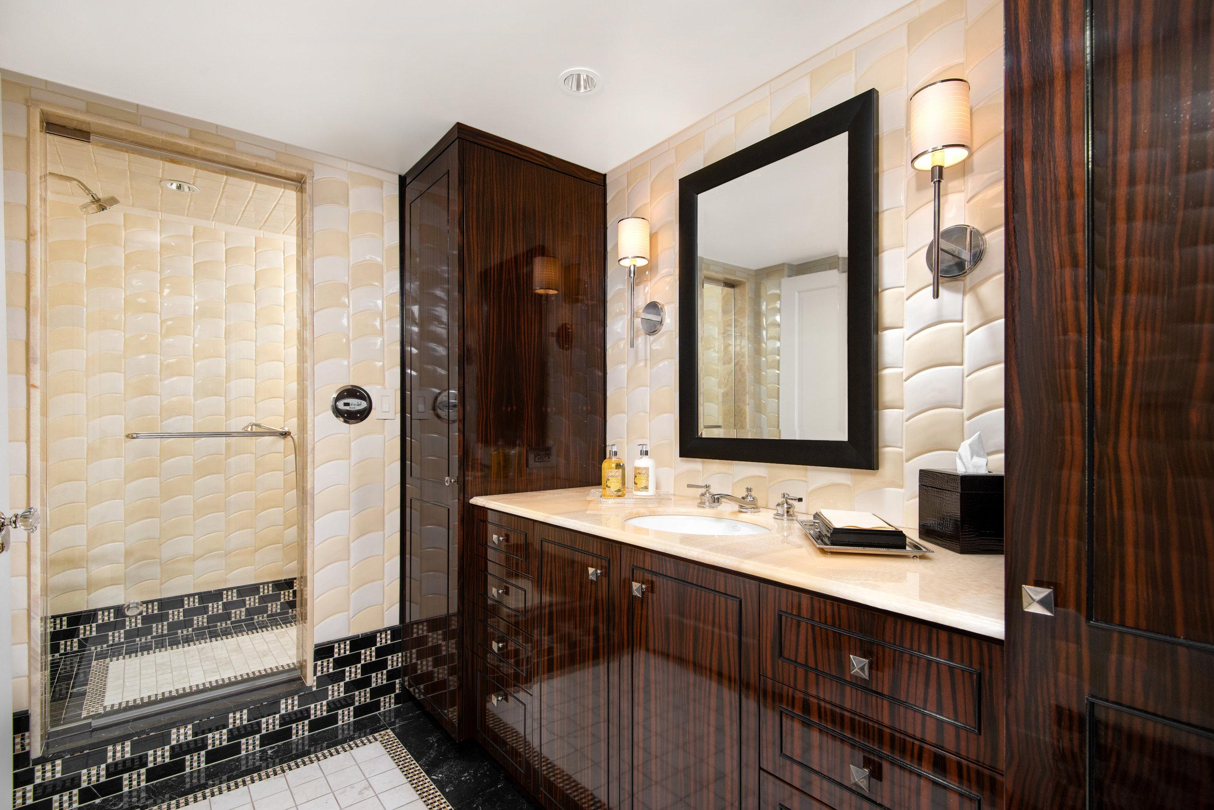 24. Guest Bath.jpg