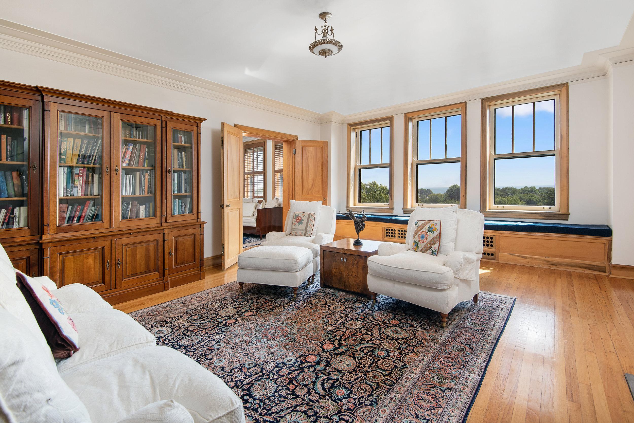 04. 2440 Lakeview living room.jpg