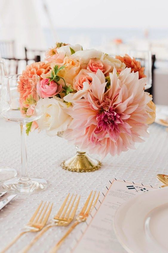 This classy, elegant and colourful and gorgeous centrepiece is giving us total romantic feels. Choosing a lower level centrepiece is cost efficient and can be just as beautiful and clean. Spring is closely approaching and we are inspired.   https://www.pinterest.ca/pin/568860996681289229/