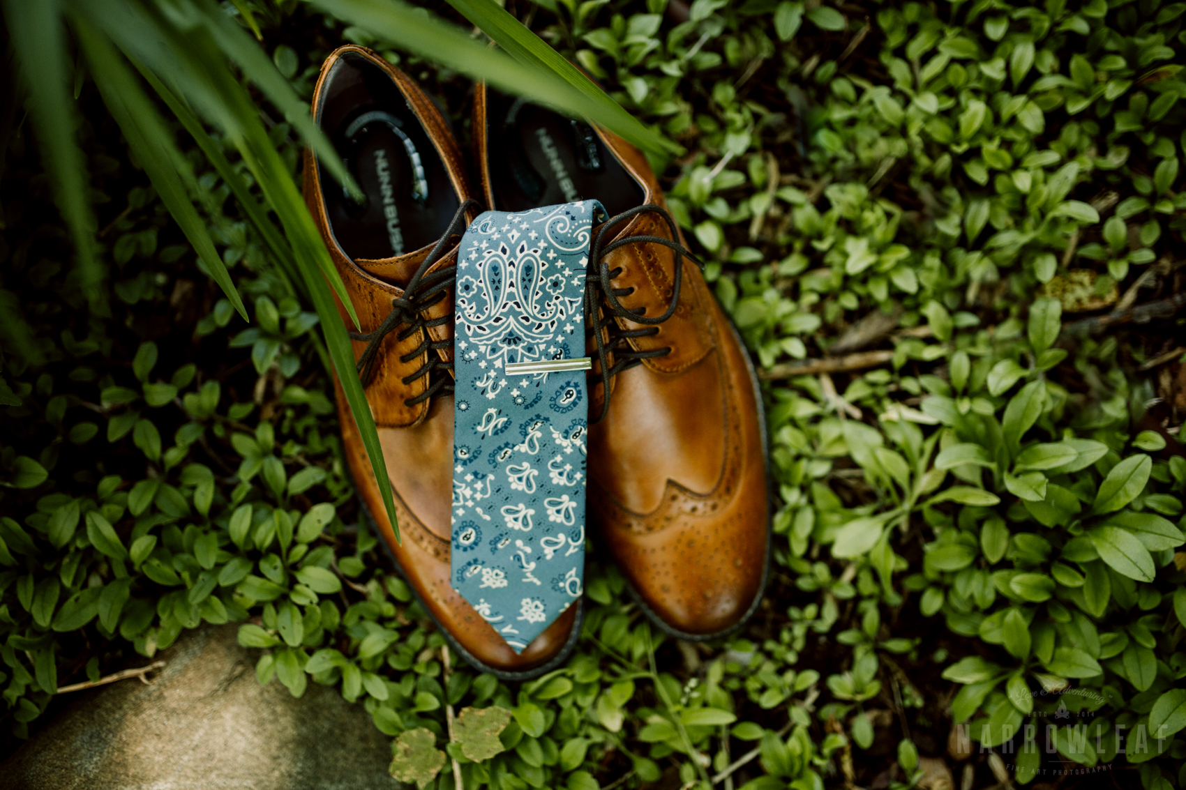 bayfield-wi-beach-wedding-groom-details-brown-shoes.jpg