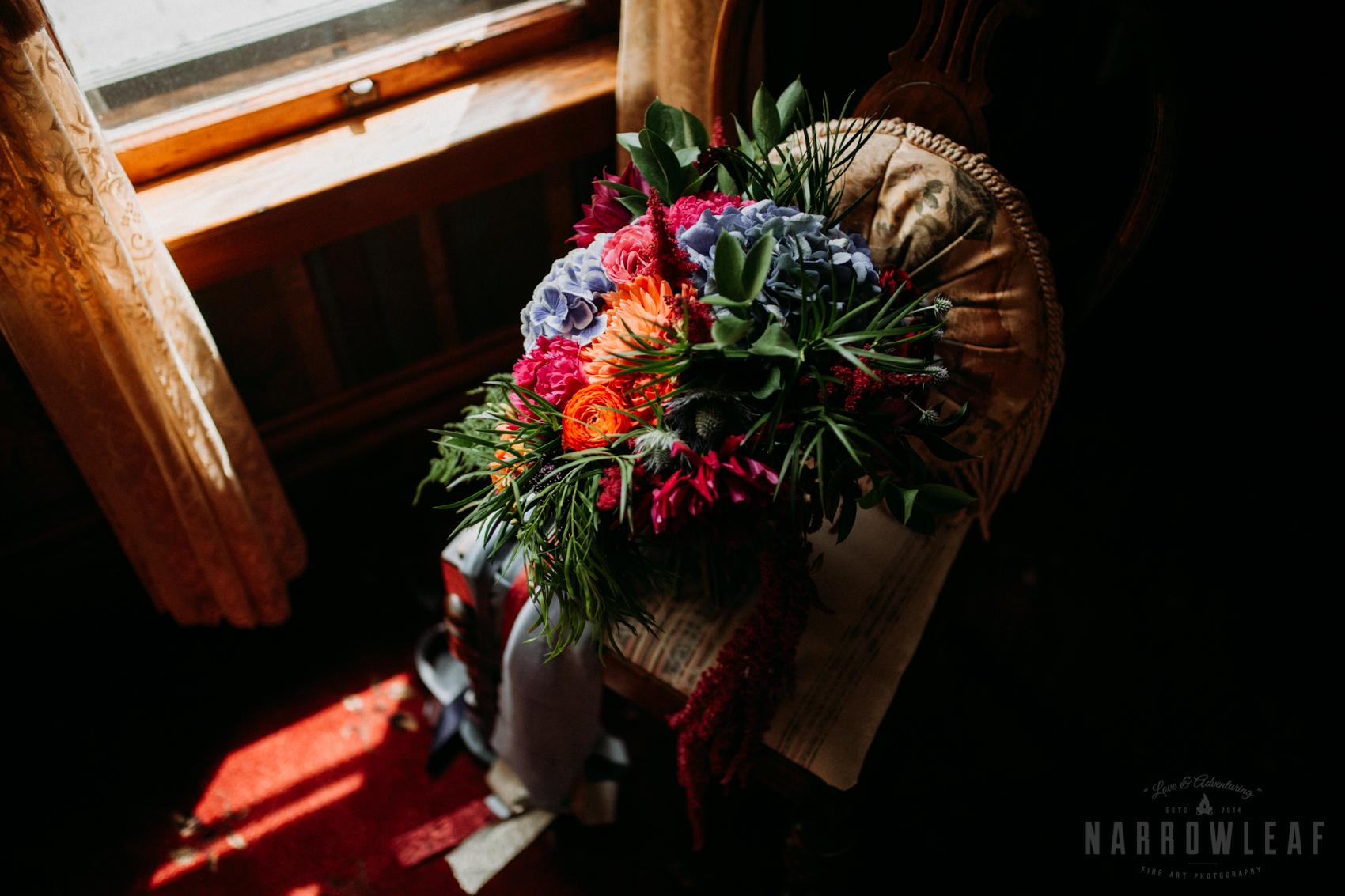 bayfield-wi-wedding-brides-colorful-wild-flower-bouquet-300.jpg