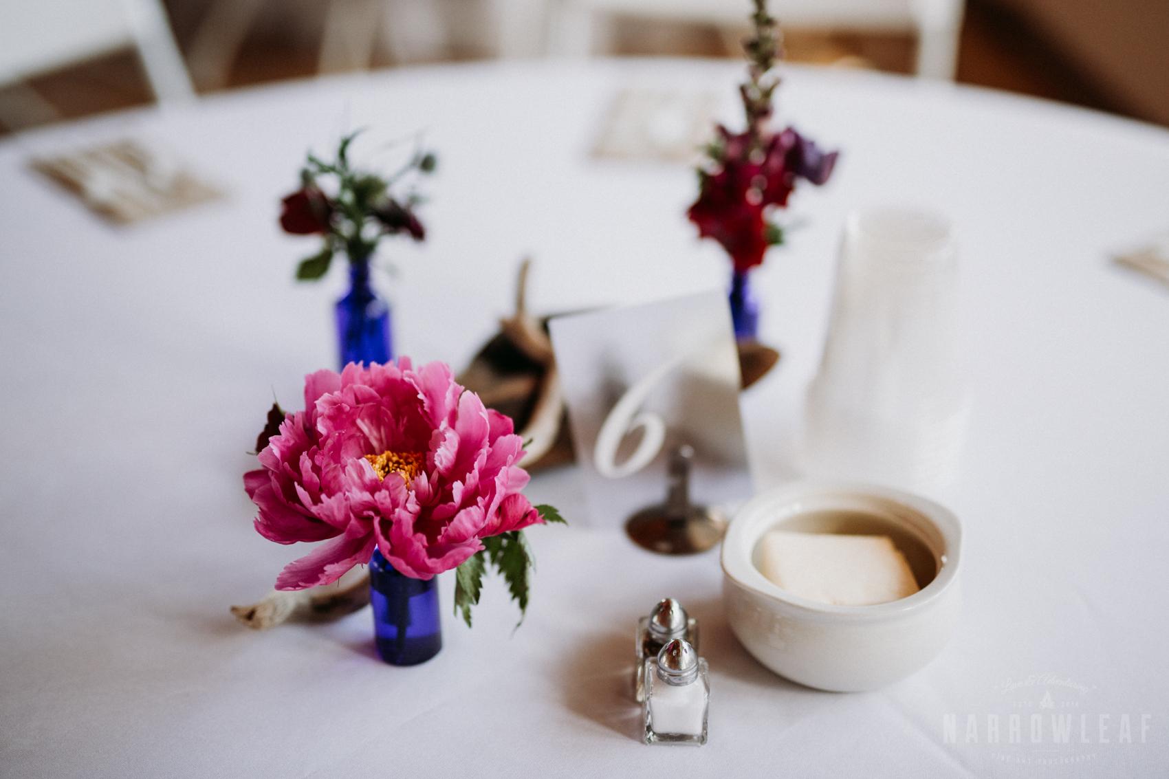 lakeside-wedding-reception-driftwood-blue-jar-decor-25.jpg