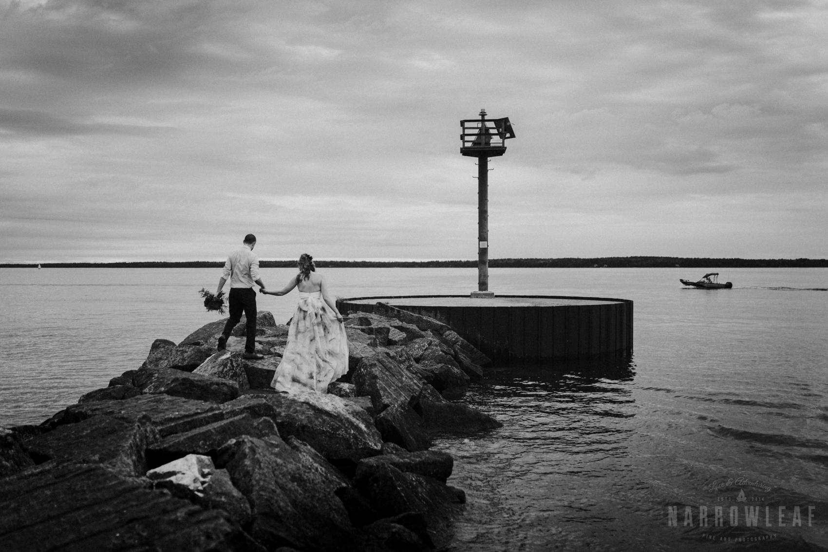 bayfield-wi-lake-superior-wedding-moody-styled-bride-groom-photos-17.jpg