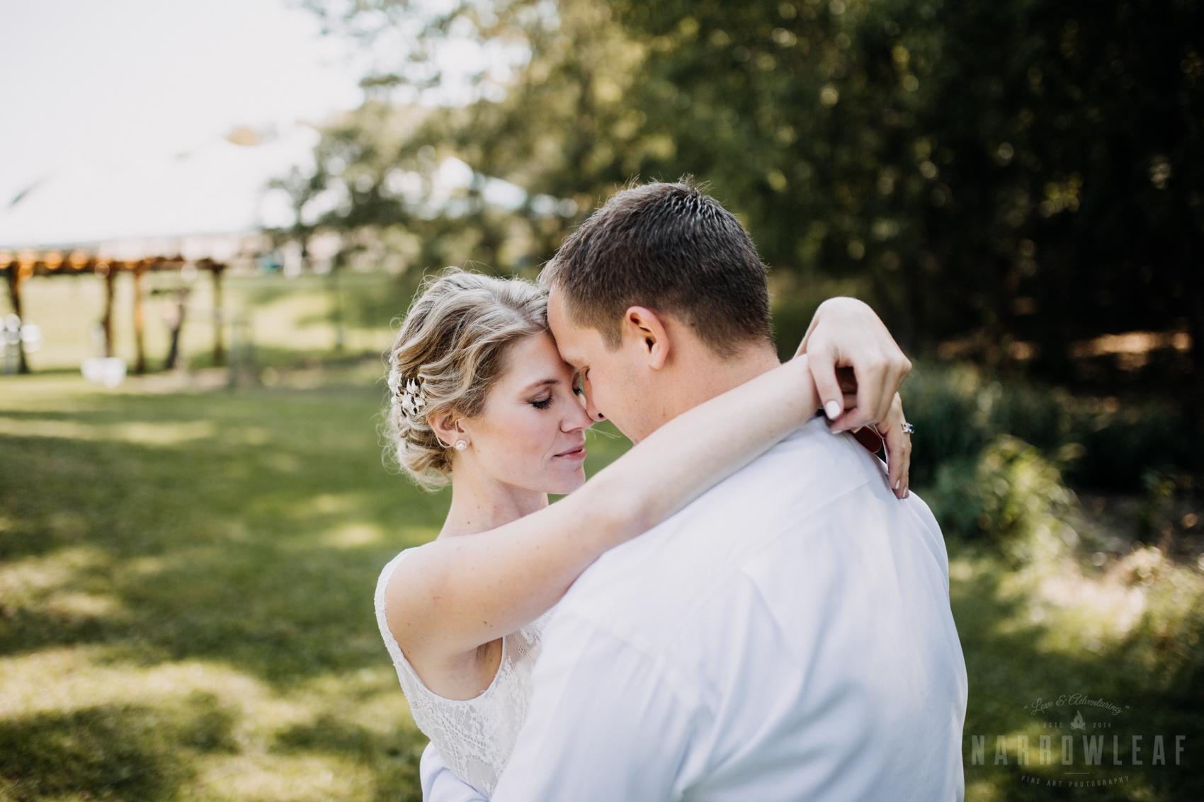 bride-groom-classy-wedding-photos-outdoors-35.jpg