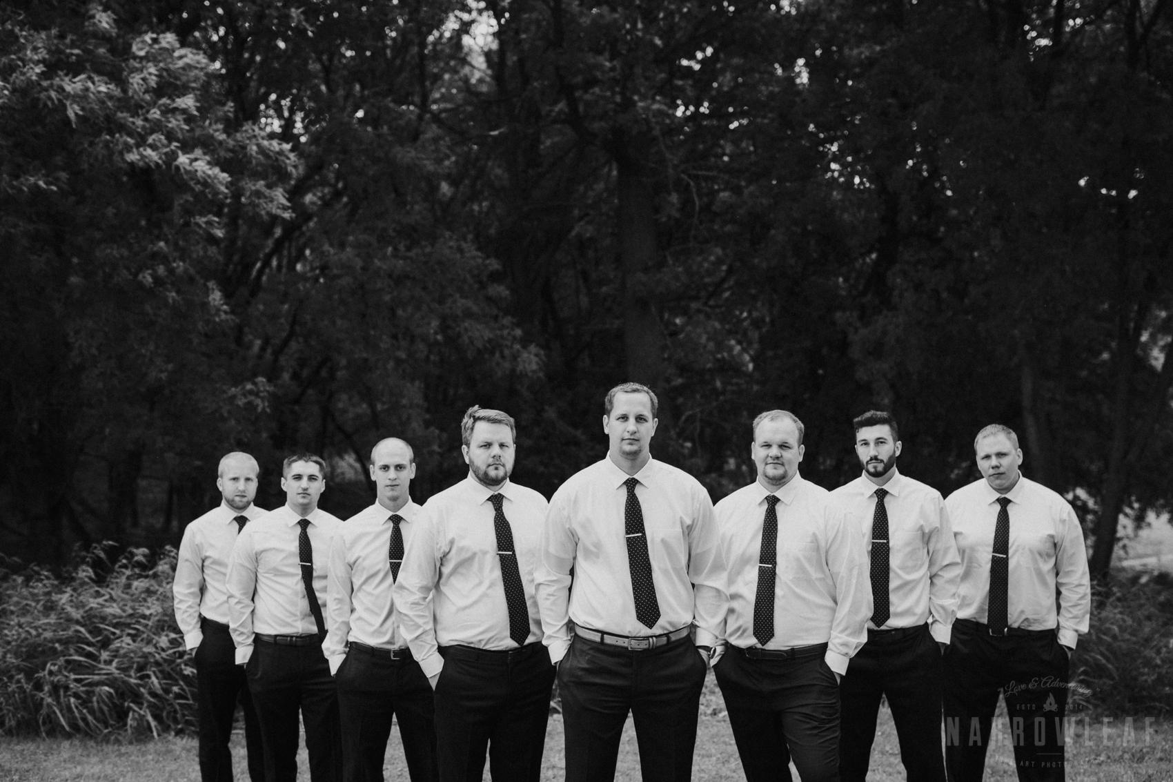 navy-blue-white-groomsmen-in-south-haven-mn-32.jpg