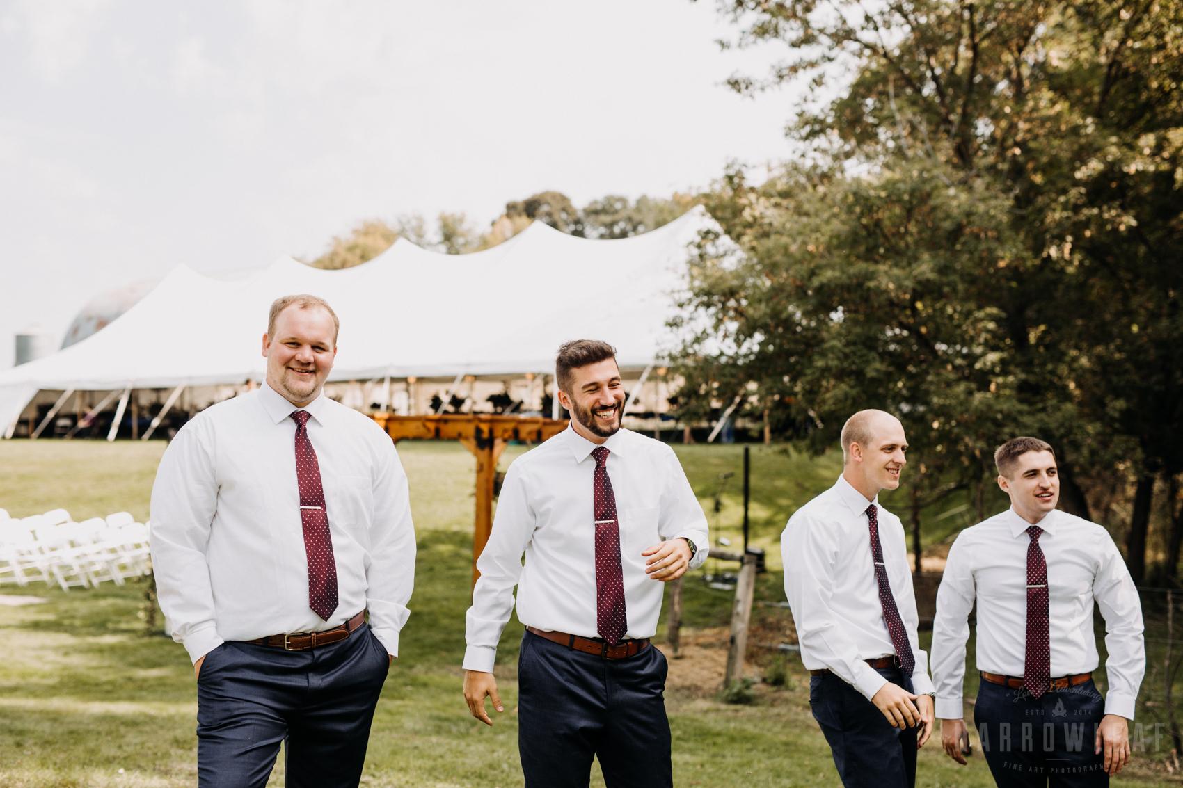 navy-blue-white-groomsmen-in-south-haven-mn-35.jpg