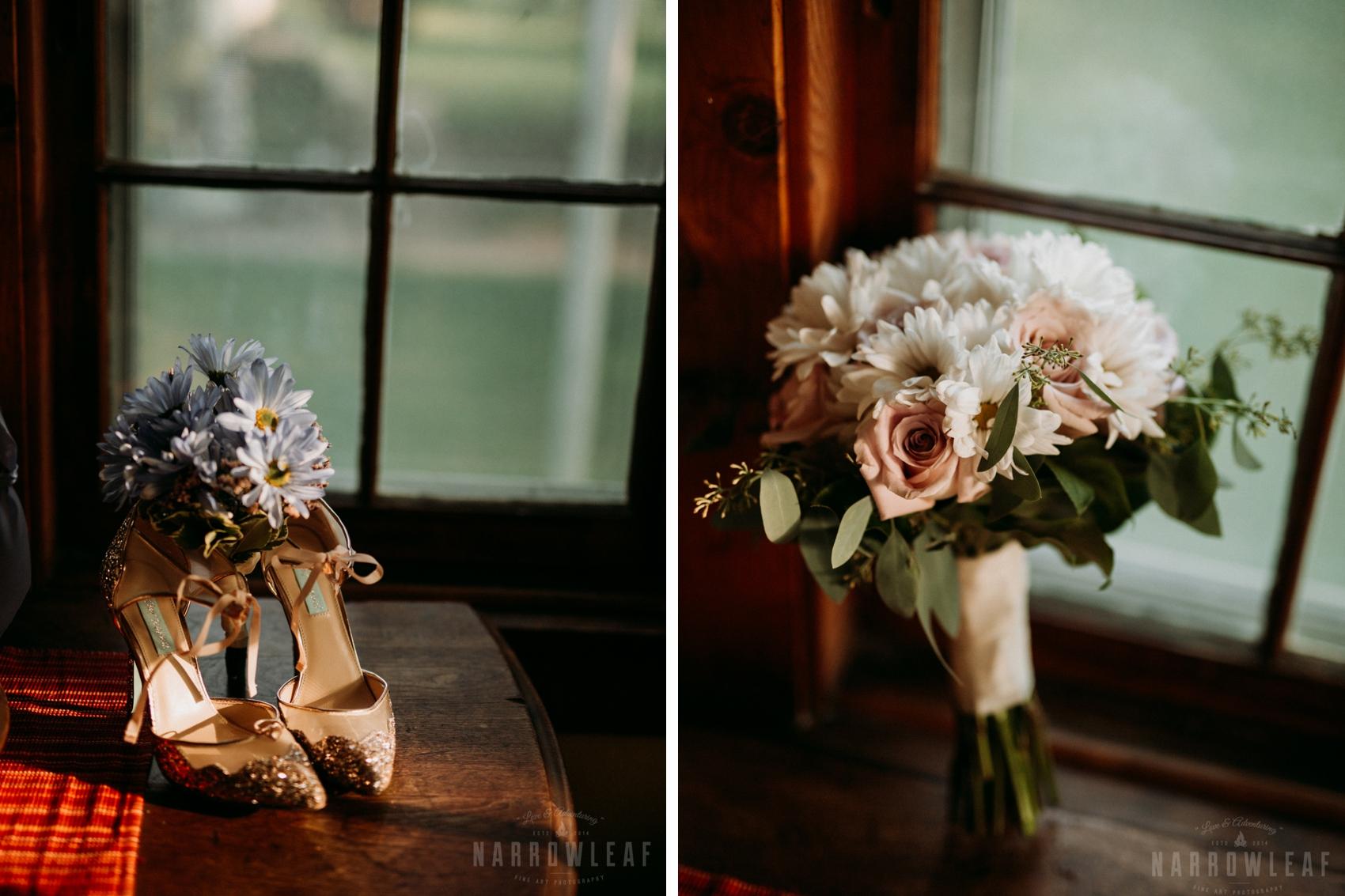 minnesota-outdoor-elopement-details-flowers-NarrowLeafPhotography.jpg