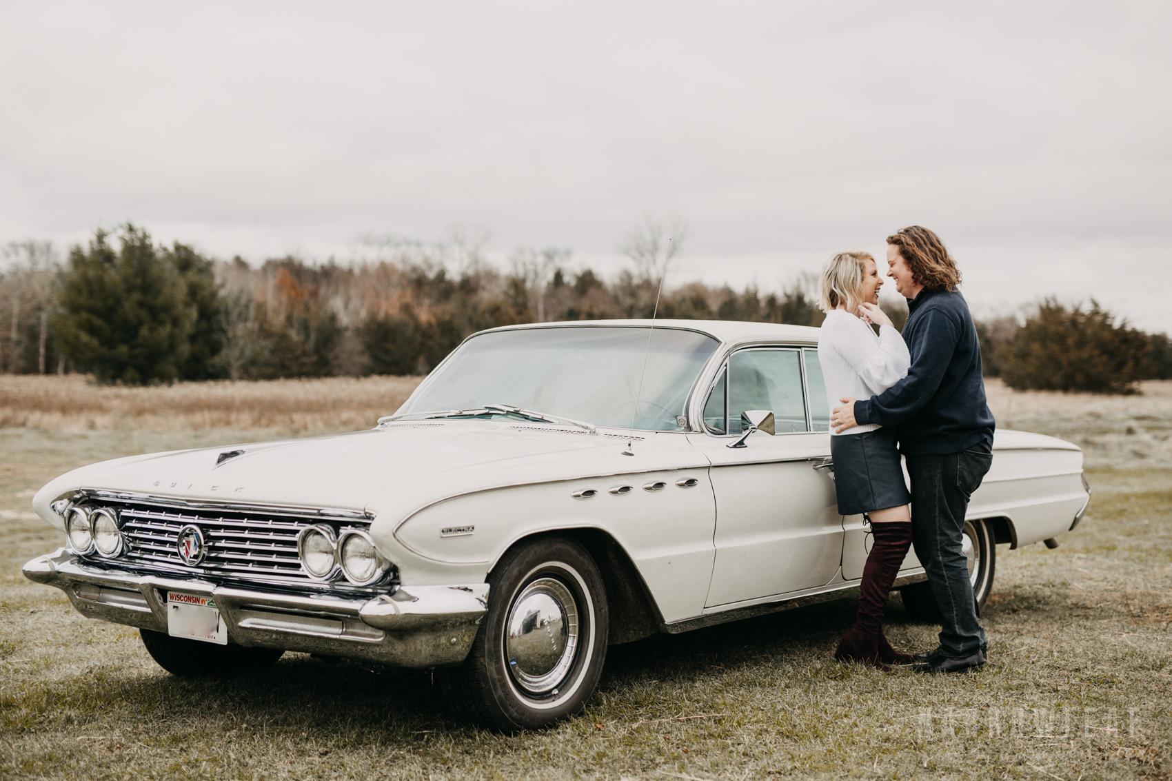fall-engagement-couple-photos-prescott-wi-narrowleaf-photography-1.jpg