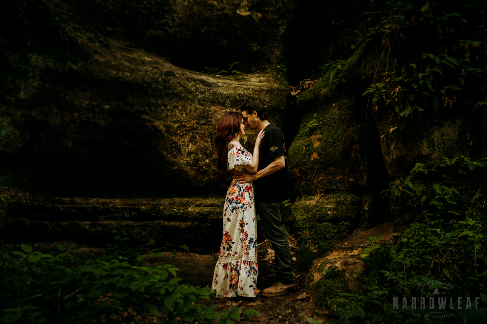 Perrot-state-park-woodsy-engagement-NarrowLeaf-love-and-adventure-Photography-42.jpg