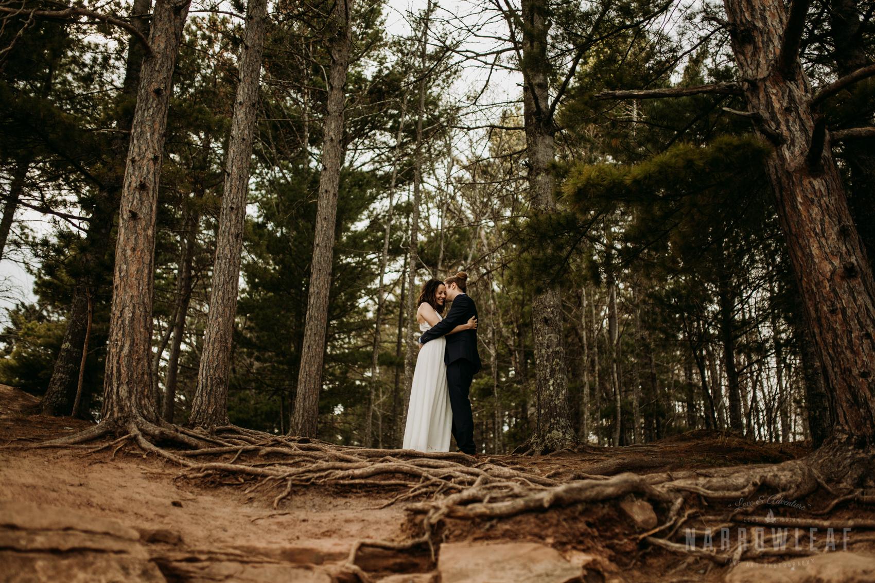 moody-lake-superior-hiking-adventure-elopement-NarrowLeaf-Photography-7386.jpg