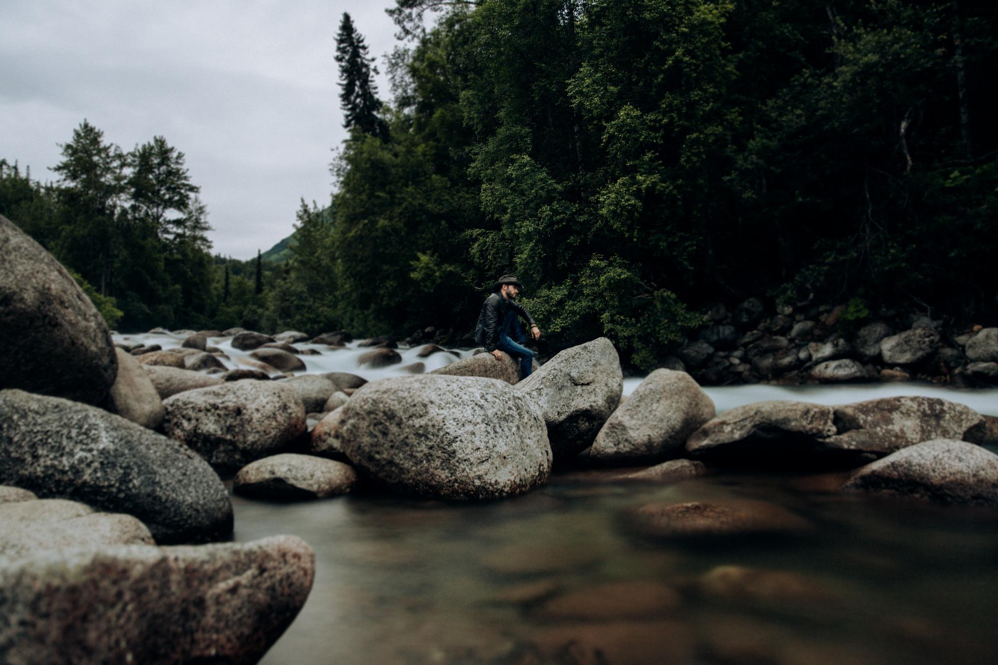 Alaska-hiking-hatcher-pass-Narrowleaf_Love_and_Adventure-elopement-Photography-4.jpg