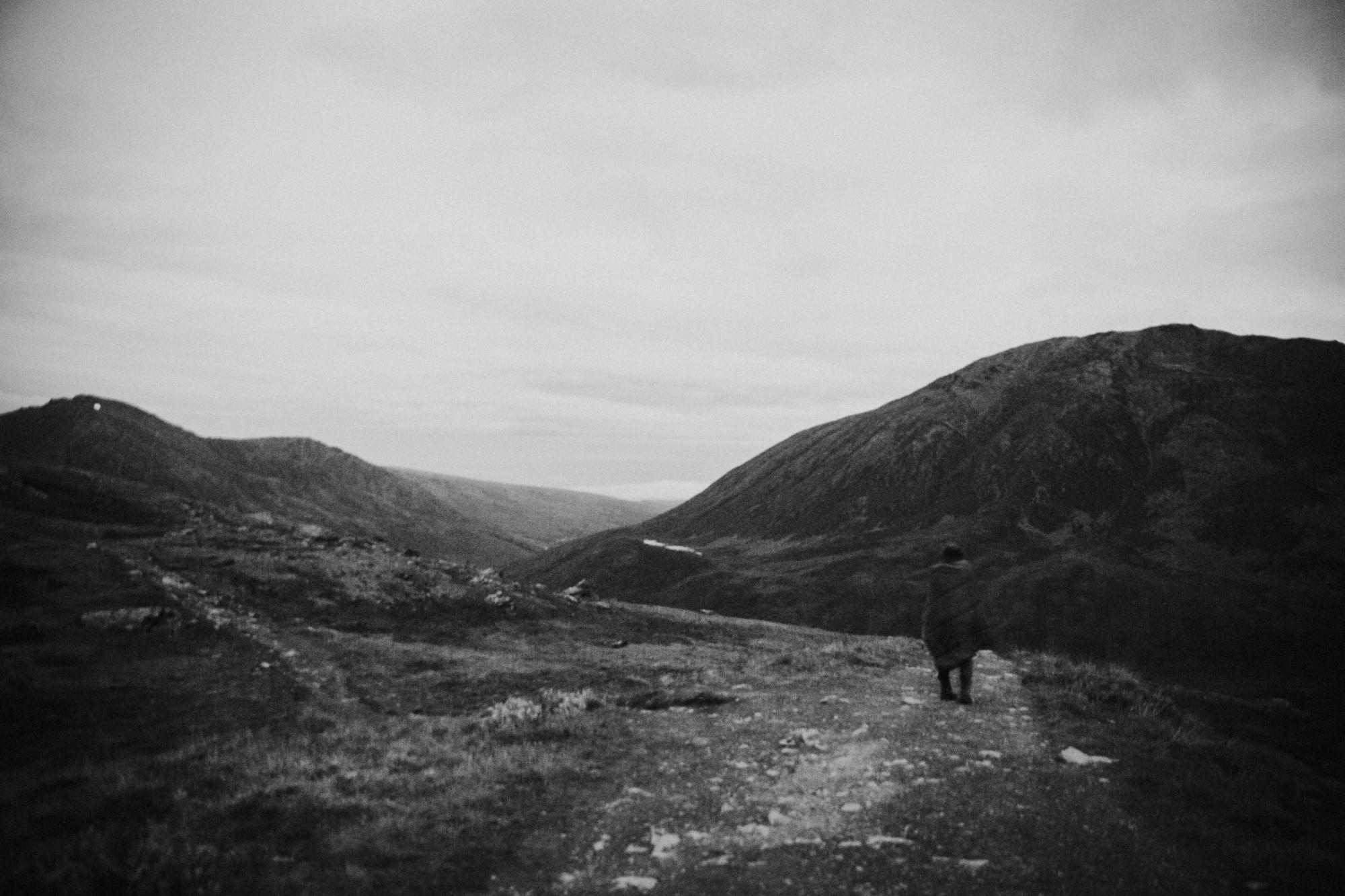 Alaska-hiking-hatcher-pass-Narrowleaf_Love_and_Adventure-elopement-Photography-5.jpg