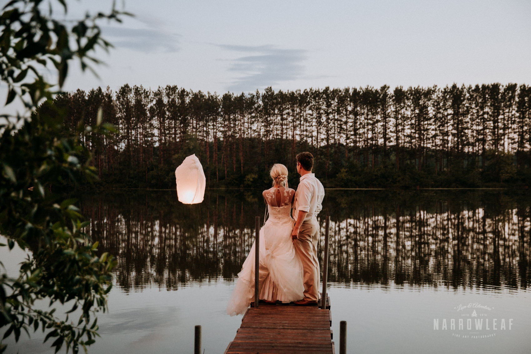 Osceola-wisconsin-chinese-lantern-ceremony-lake-Narrowleaf_Love_and_Adventure_Photography.jpg