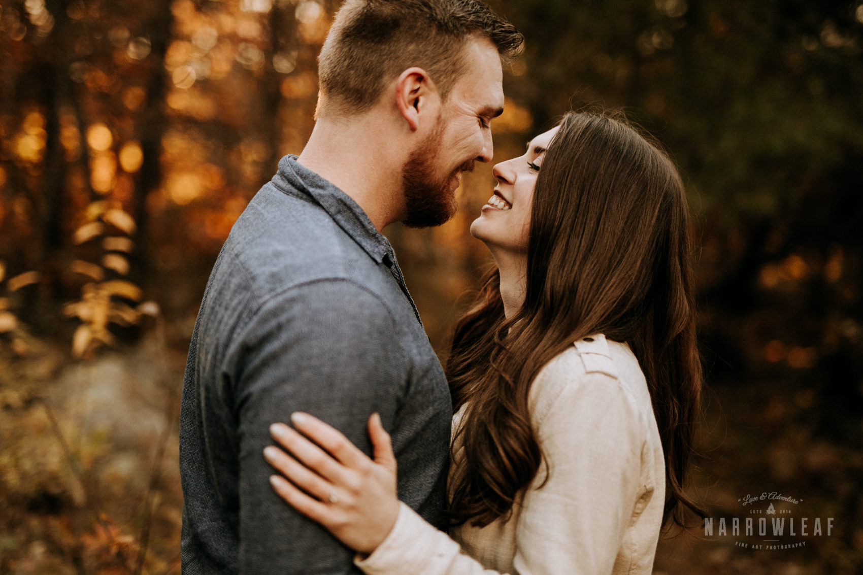 organic-woodsy-vibes-engagement-photos-in-Wisconsin-interstate-park-Narrowleaf_Love_and_Adventure_Photography-8004.jpg