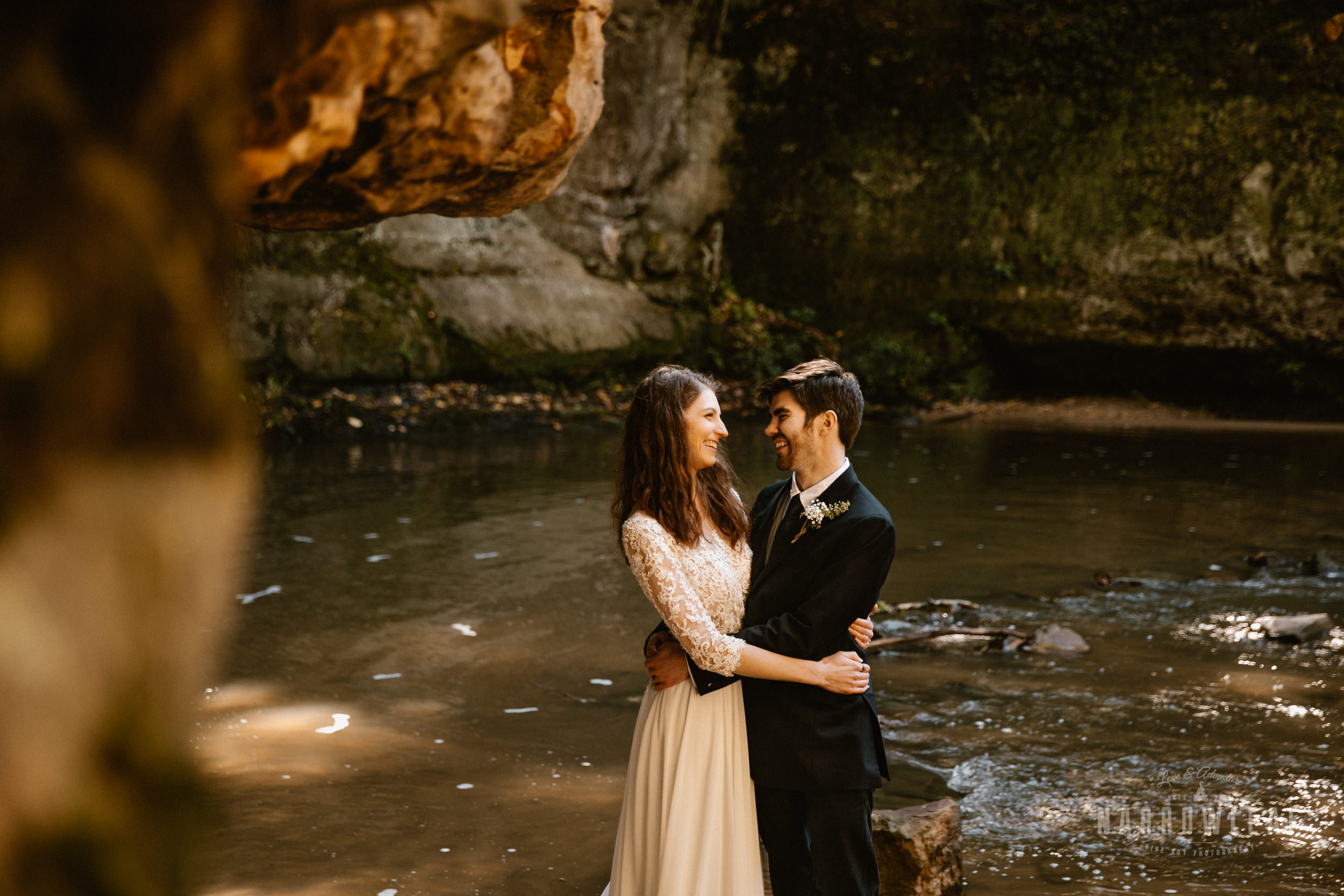 Perrot-State-Park-Baraboo-Wisconsin-Fall-adventure-hiking-Elopement-Narrowleaf_Love_and_Adventure_Photography-0148.jpg