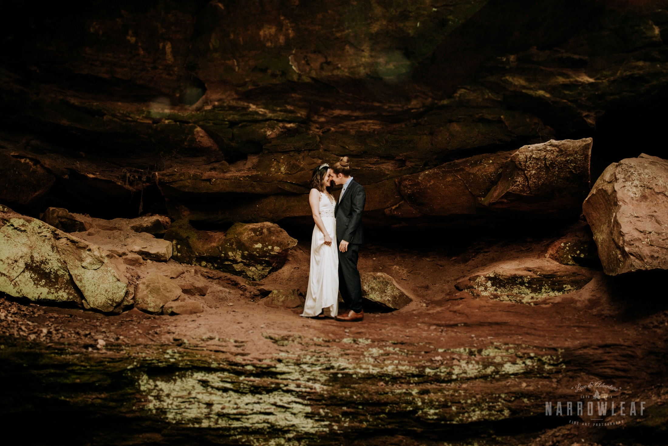 bayfield-Wisconsin-moody-elopement-photographer-Narrowleaf_Love_and_Adventure_Photography-6476.jpg