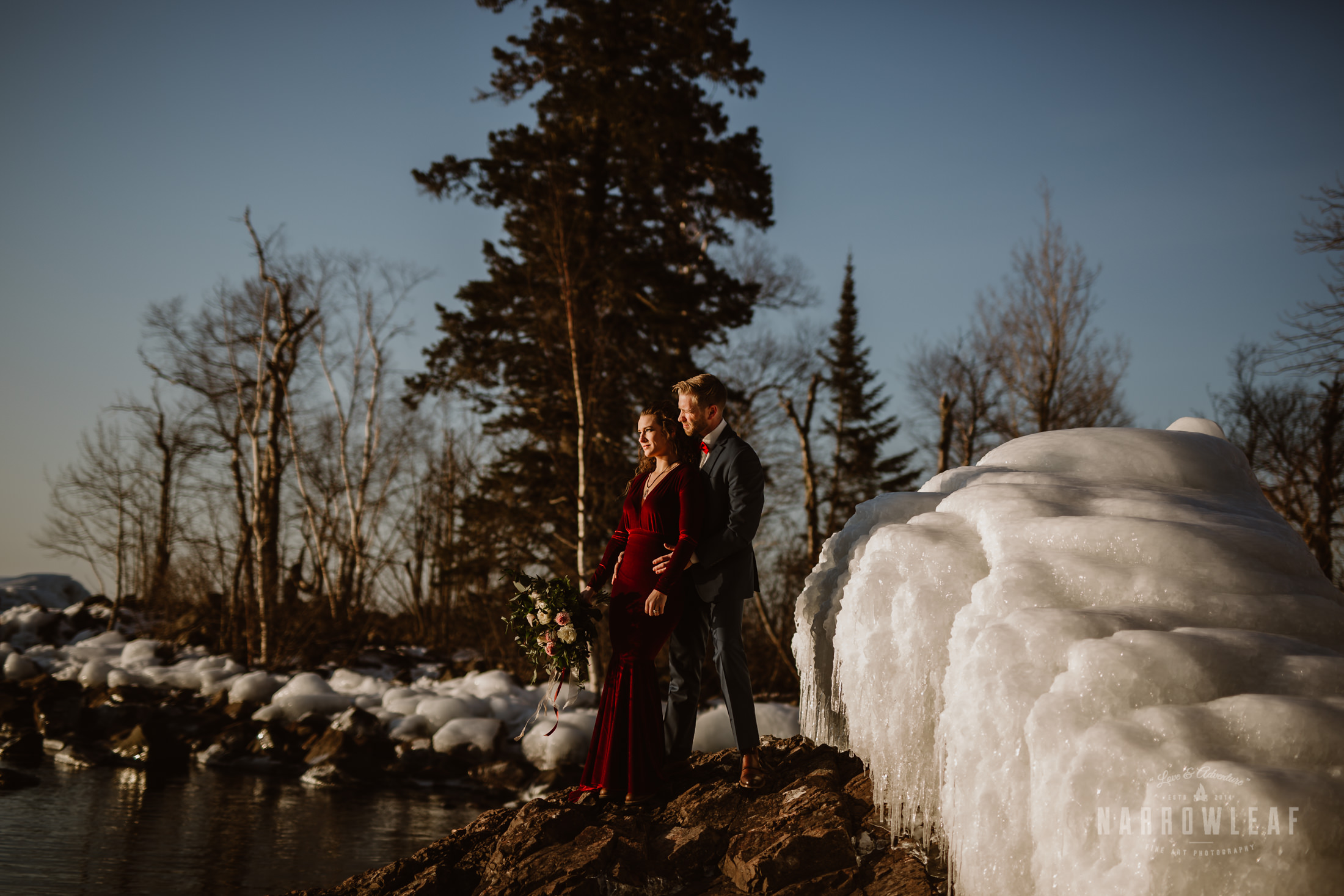 north-shore-minnesota-winter-elopement-photography-Narrowleaf_Love_and_Adventure_Photography-8472.jpg