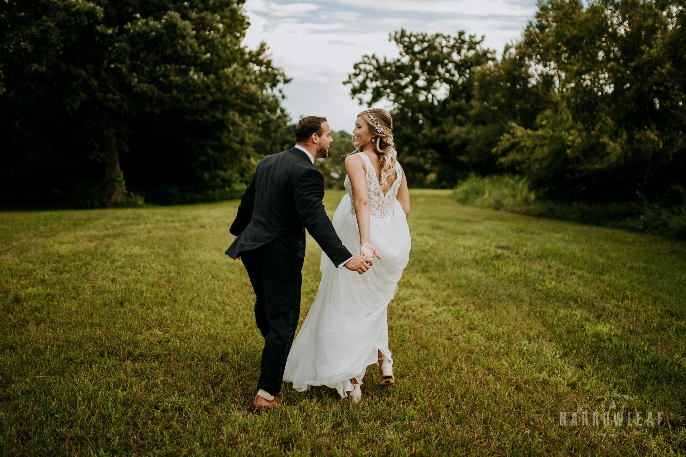 John-P-Furber-Farm-Minnesota-wedding-photographer-Narrowleaf_Love_and_Adventure_Photography-8770.jpg