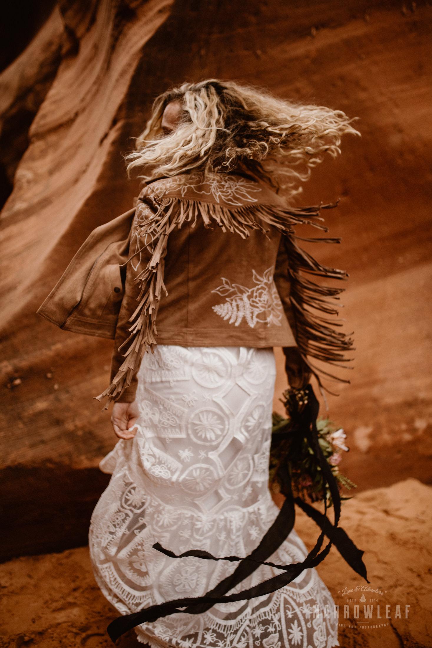 boho-bride-in-desert-canyon.jpg