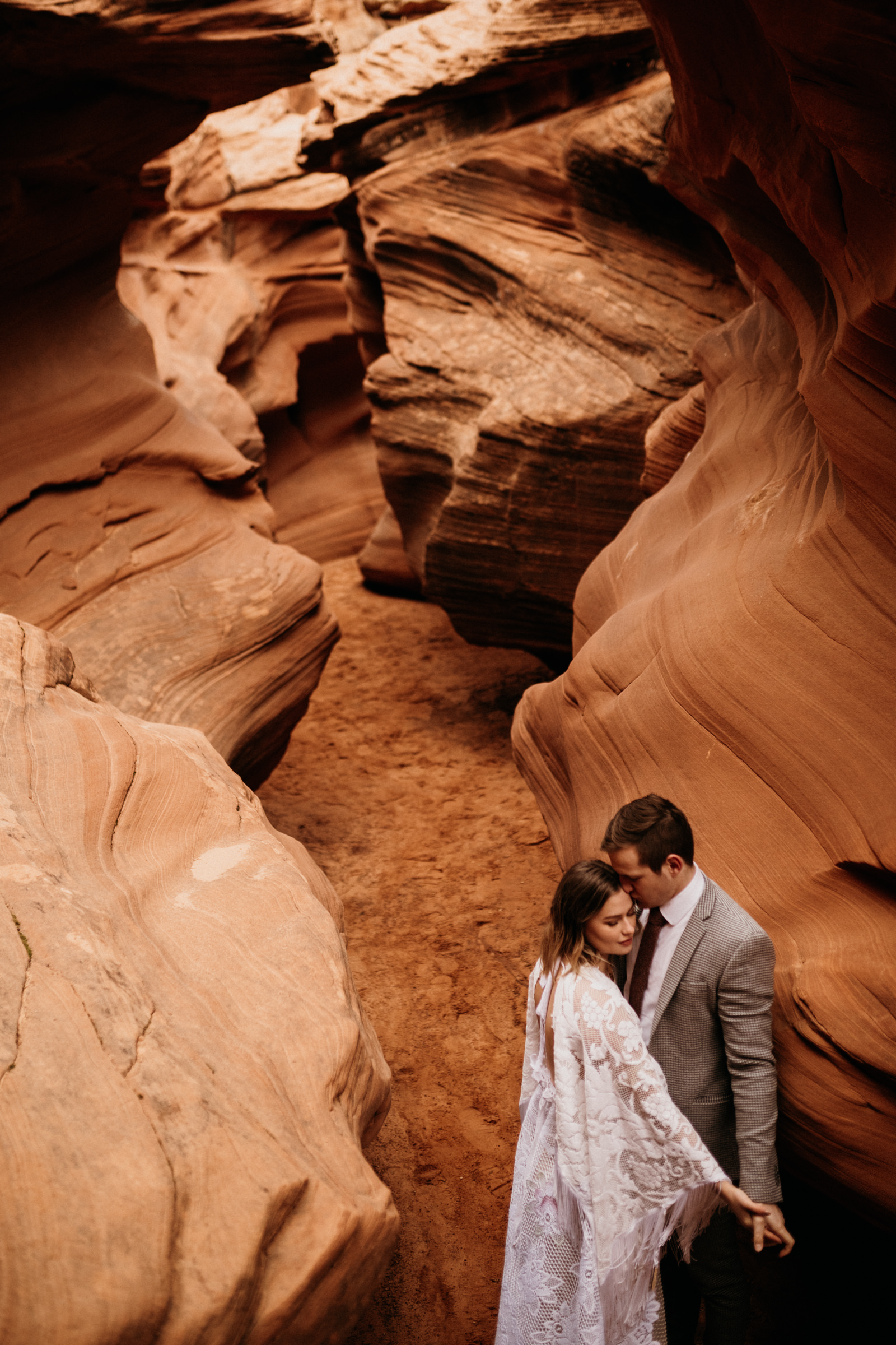 az-adventure-elopement-photographer-in-slot-canyon.jpg