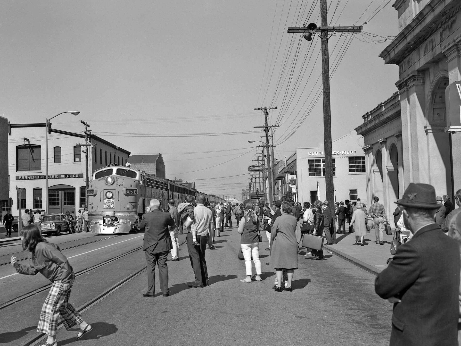 Last Zephyr Train Down 3rd St 1950s | Jack London District