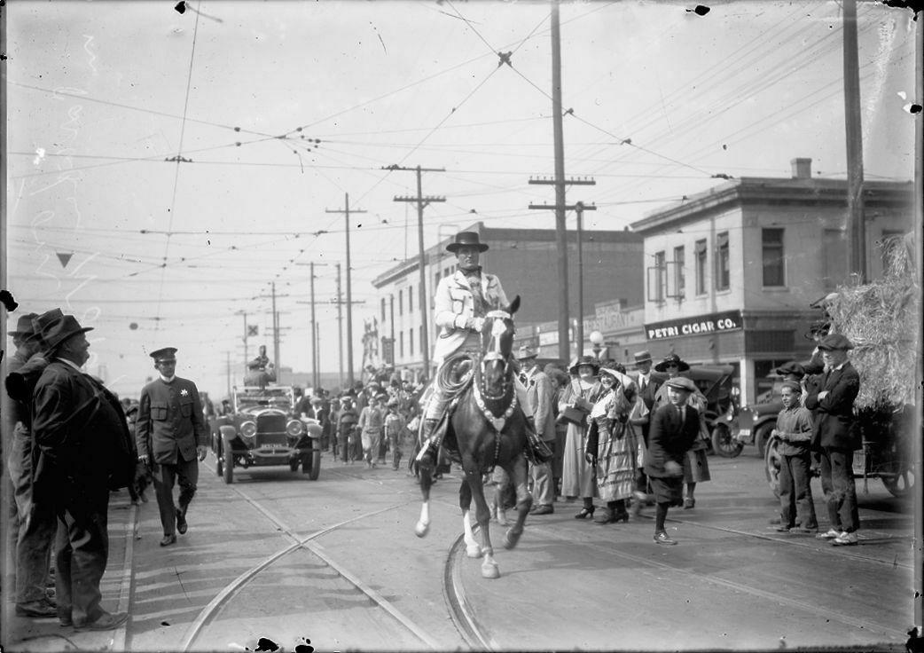 Broadway Parade, 1923