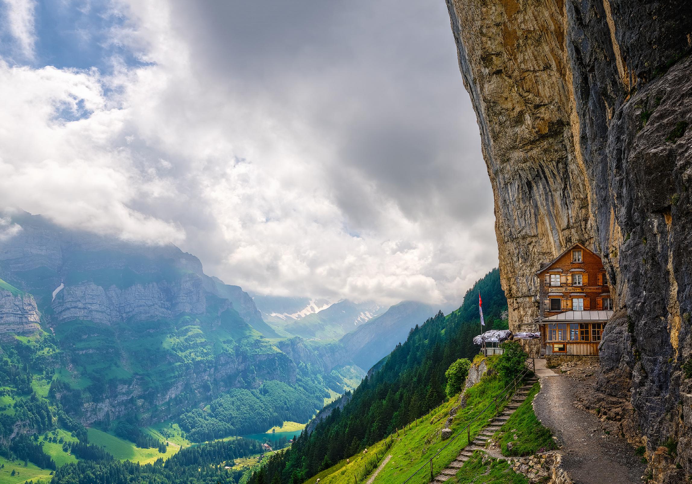 SwissHutDRE.png