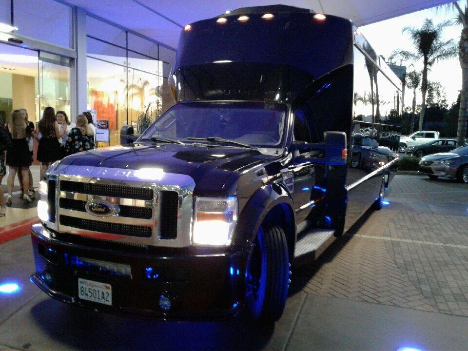 limo-bus-service-for-vegas-trip-from-la-jolla-exterior-picture.jpg