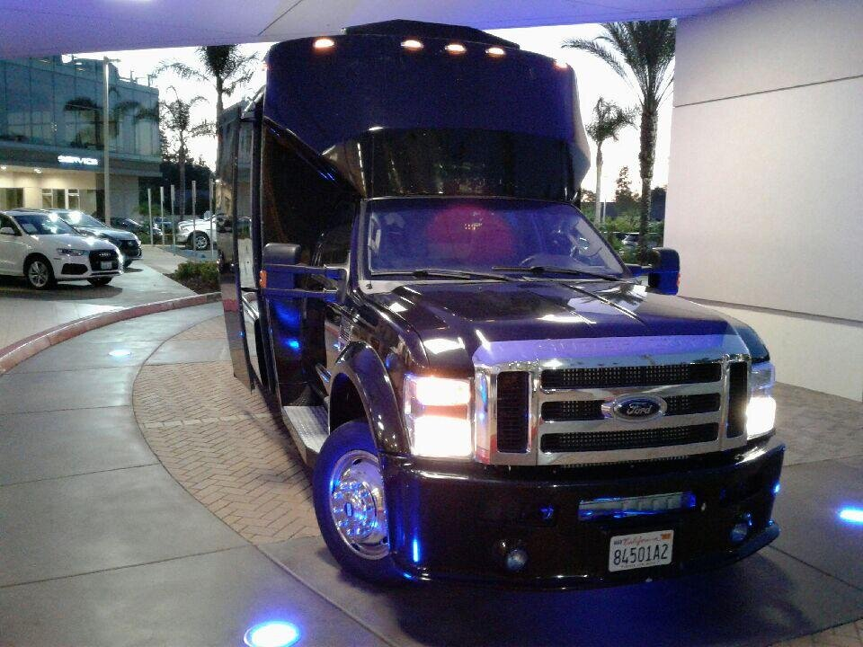 party-bus-service-for-concert-from-rancho-santa-fe-exterior-picture.jpg