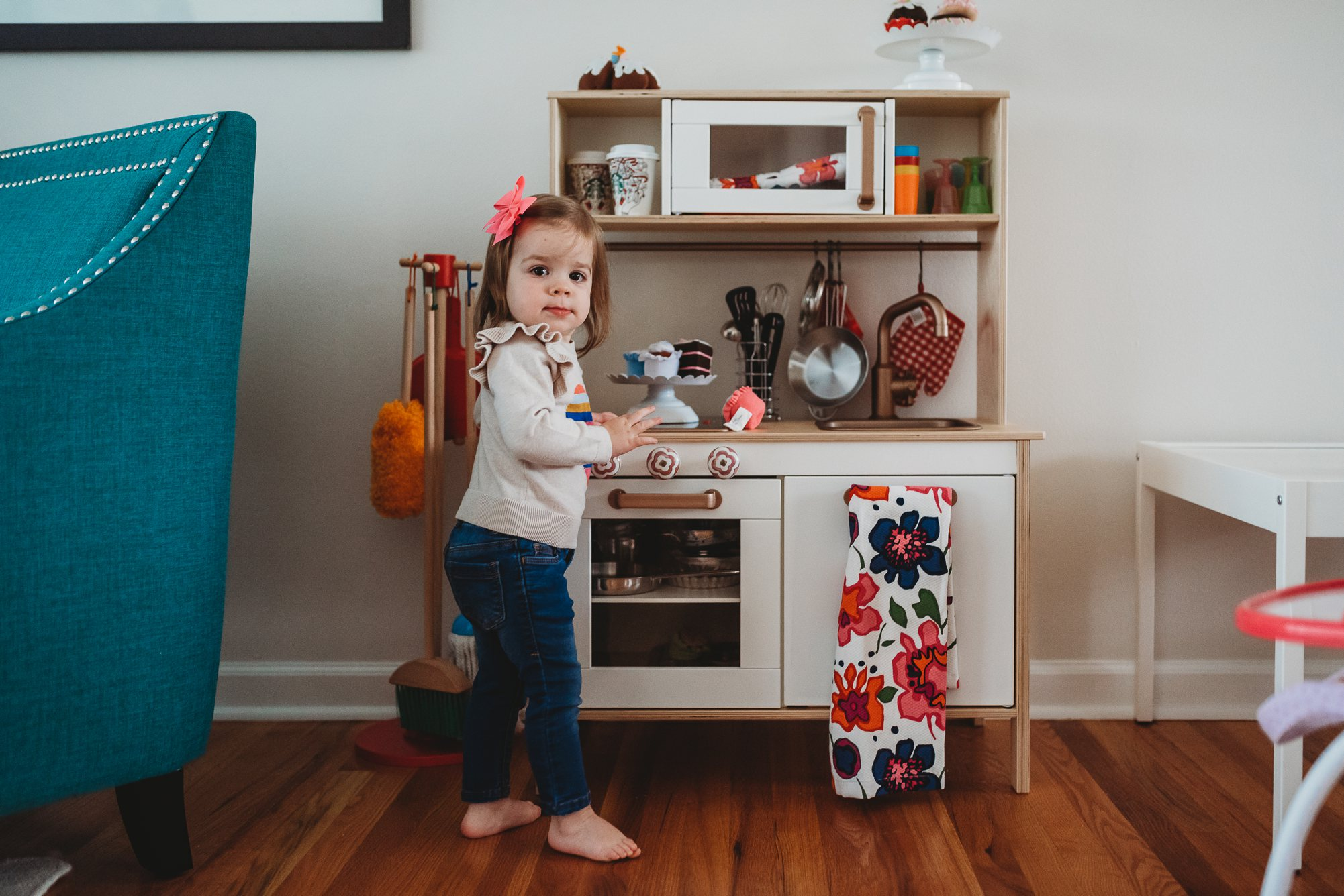 girl in play kitchen-st louis family photographer