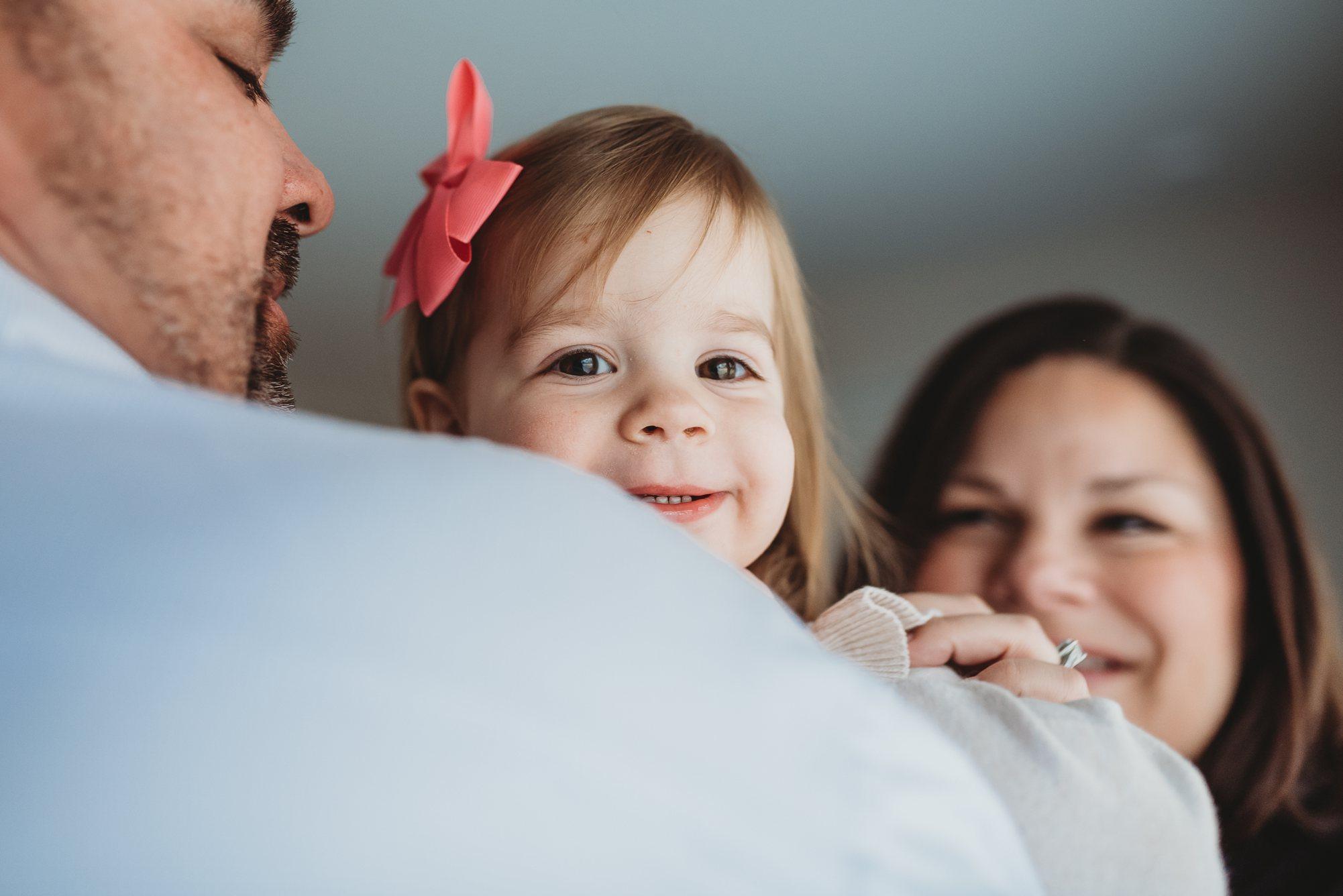 family snuggle-st louis newborn photographer
