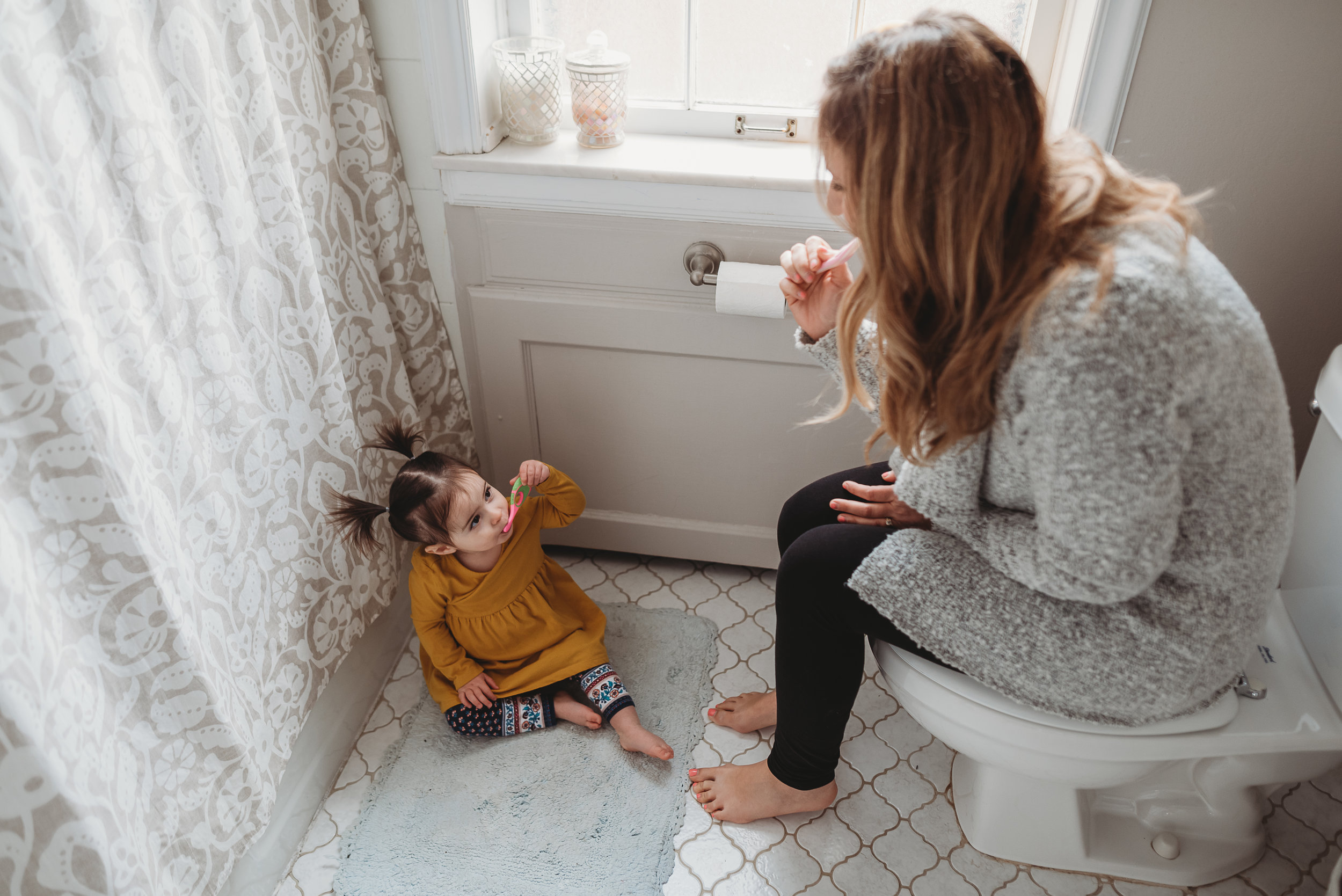 daughter looking at mom { lifestyle St. Louis photography}