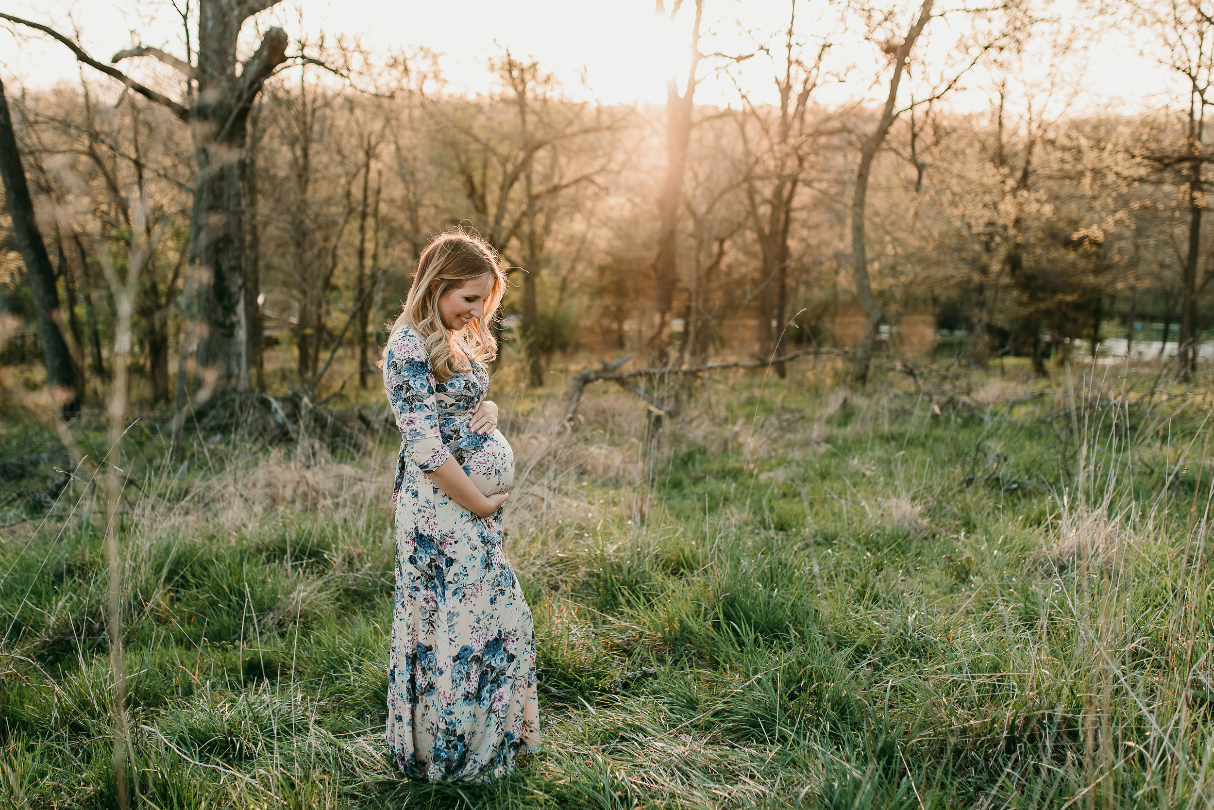 pregnant mom in field