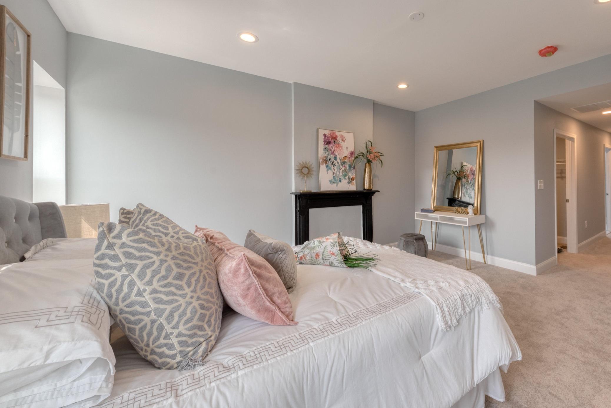 1534 N Broadway-Bedroom 5.JPG