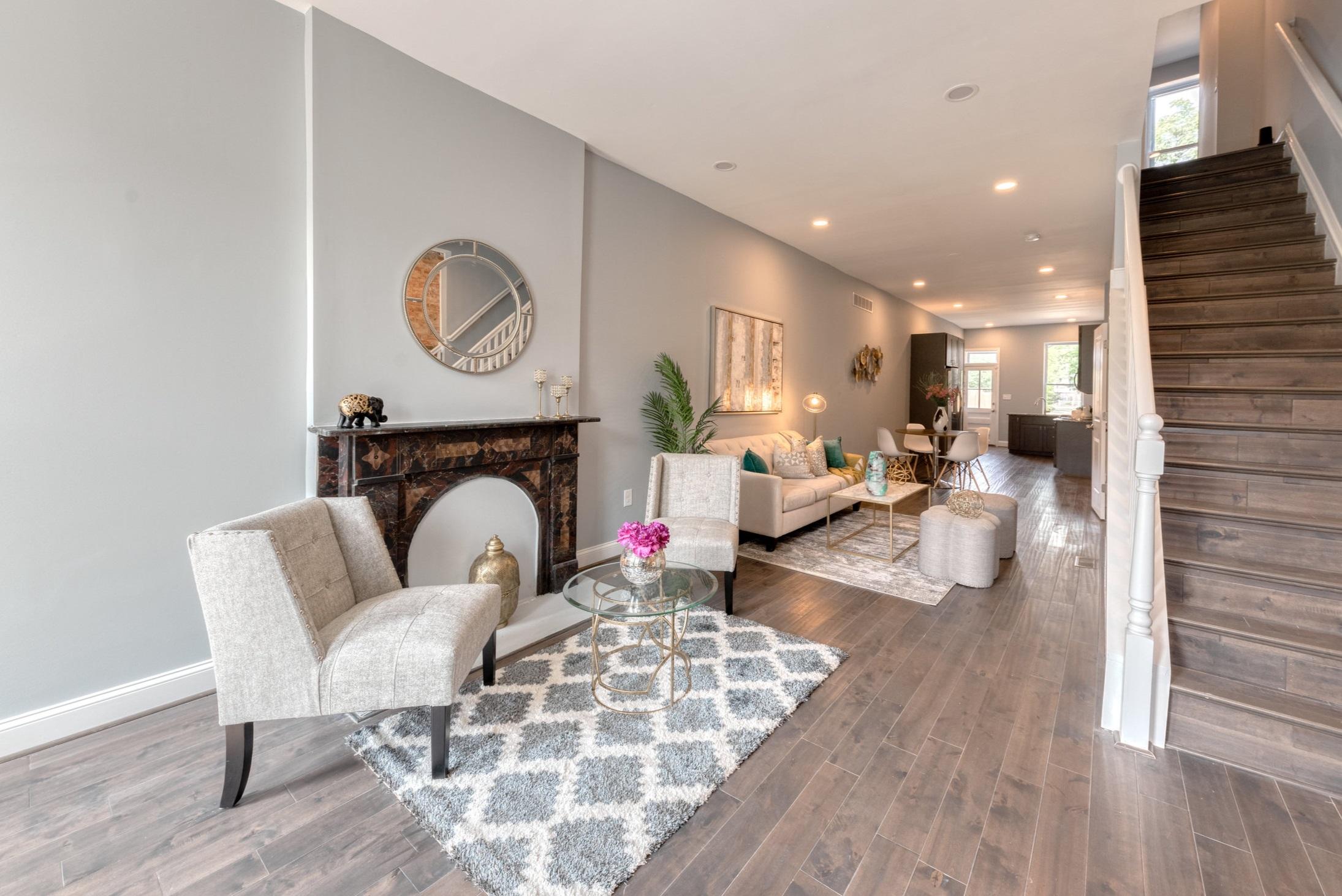 1534 N Broadway- liv room 1.JPG