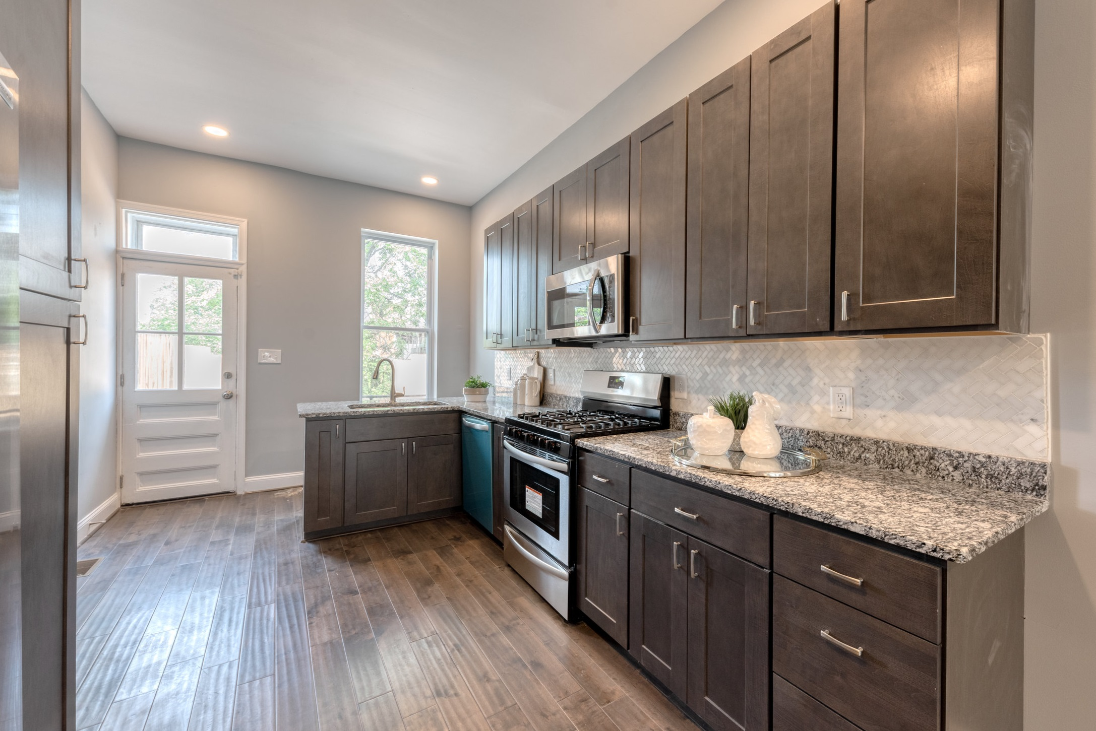 1534+N+Broadway-kitchen+1.jpg